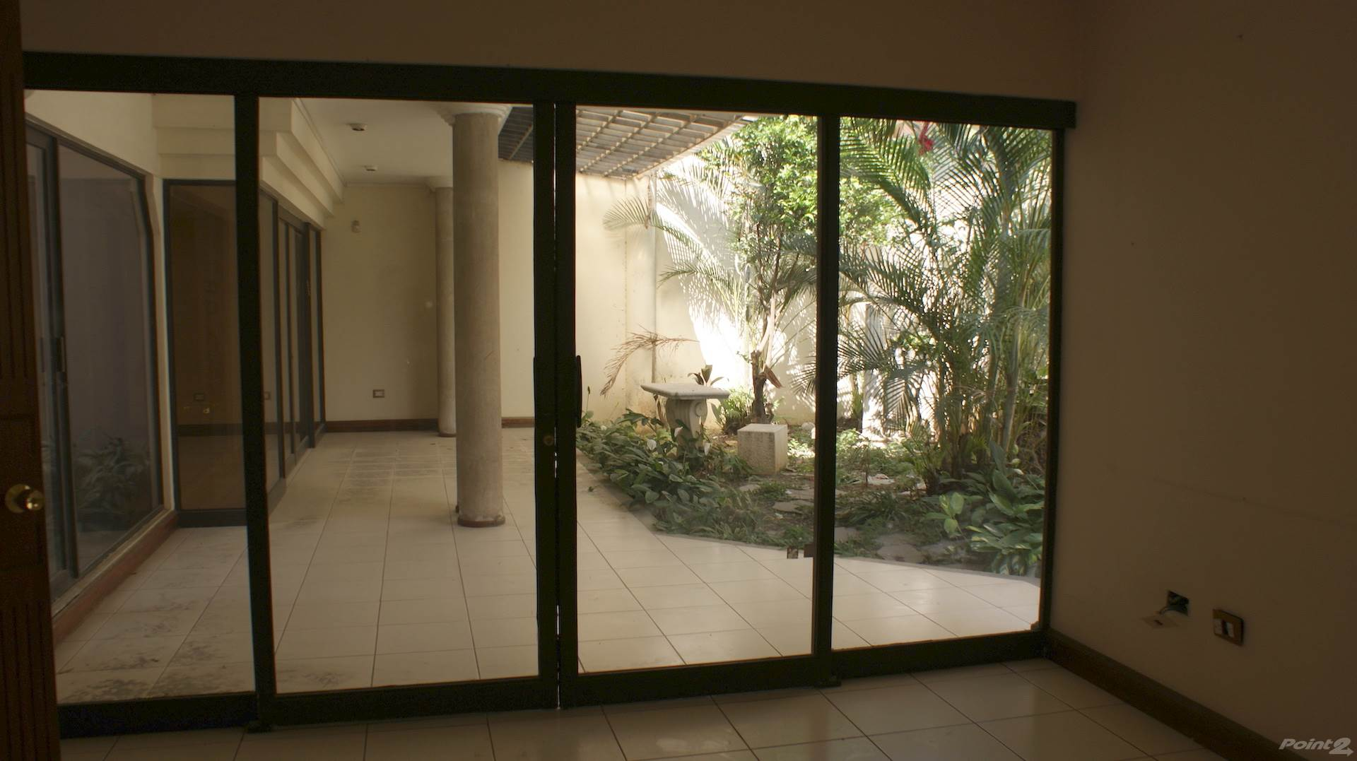 Affitto commerciale in Five brm. home for commercial/office purposes, Rohrmoser San Jose, San José   , Costa Rica