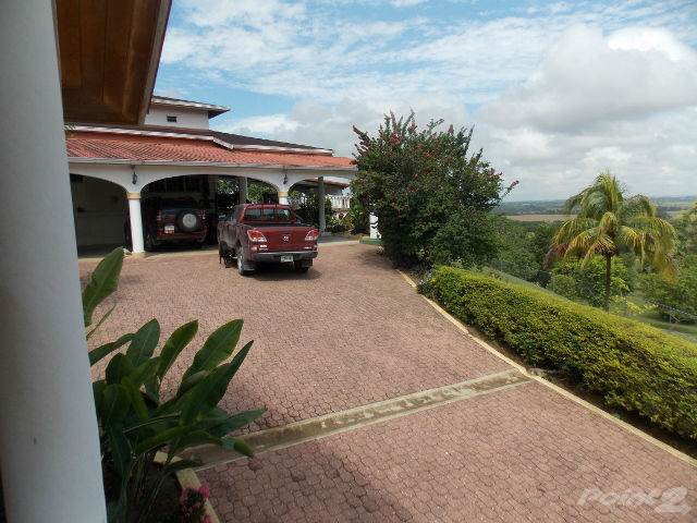 Residenziale in # 2362 - 3 BEDROOM HOUSE + 2 GUEST HOUSE + 6 ACRES OF LAND - CAYO, BELIZE, San Ignacio, Cayo   , Belize