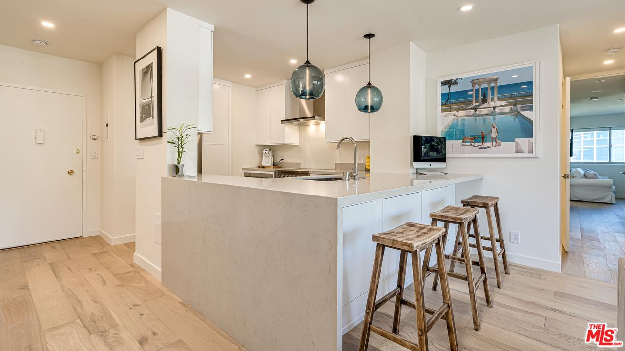 Appartamento in vendita in North 999 DOHENY Drive, West Hollywood, California ,90069