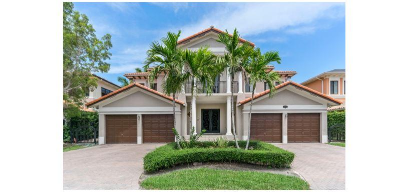 Residenza monofamiliare in vendita in 19325 SW 79th Court, Cutler Bay, Florida ,33157