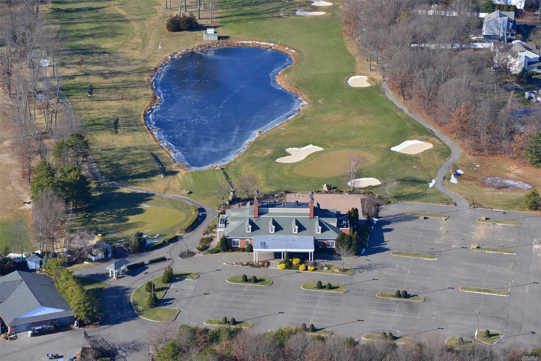 Acquisto commerciale in 141 Wading river Rd, Wading River, NY ,11792