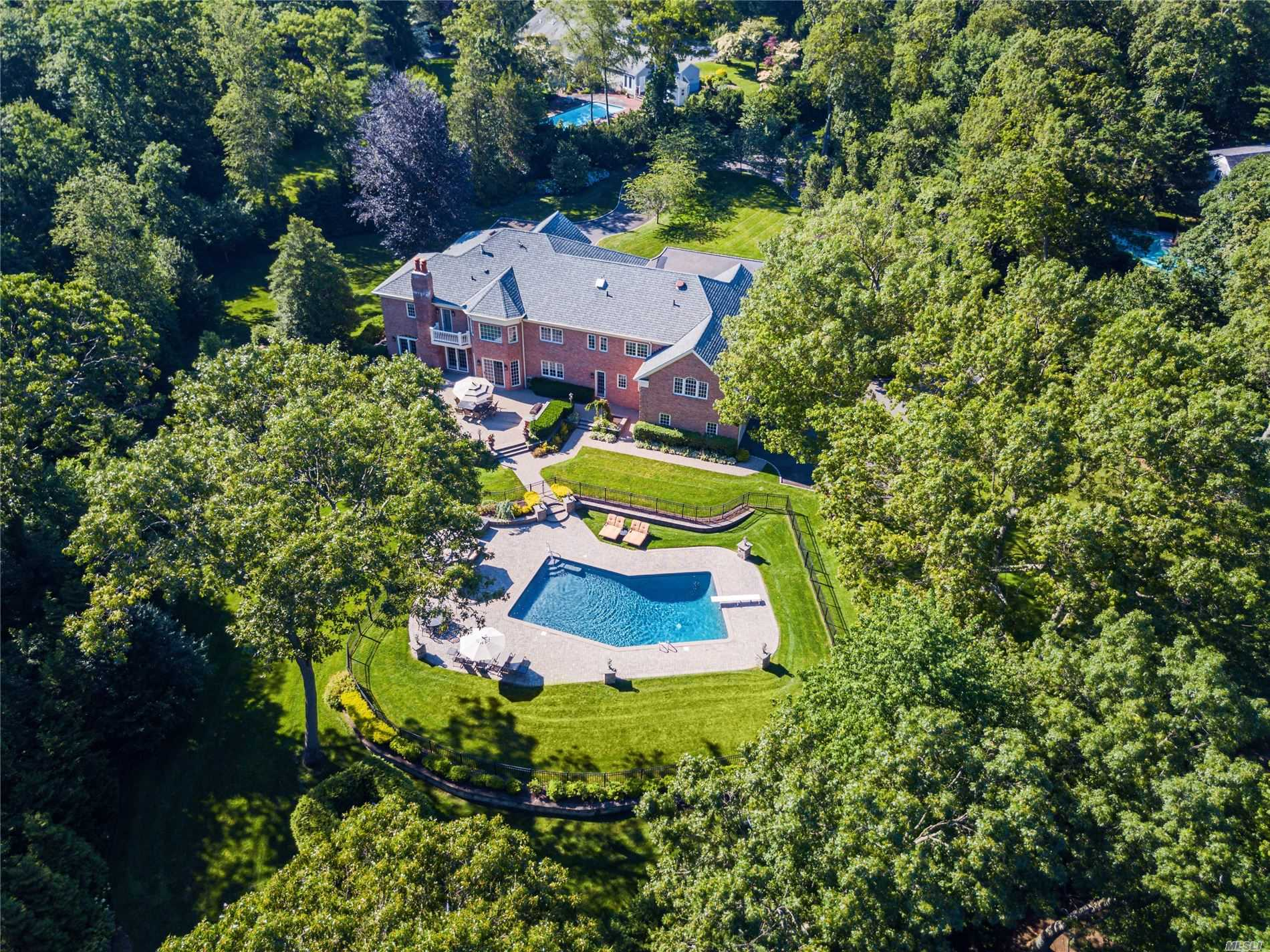 Residenziale in 2080 Edge Rd, Muttontown, NY ,11791