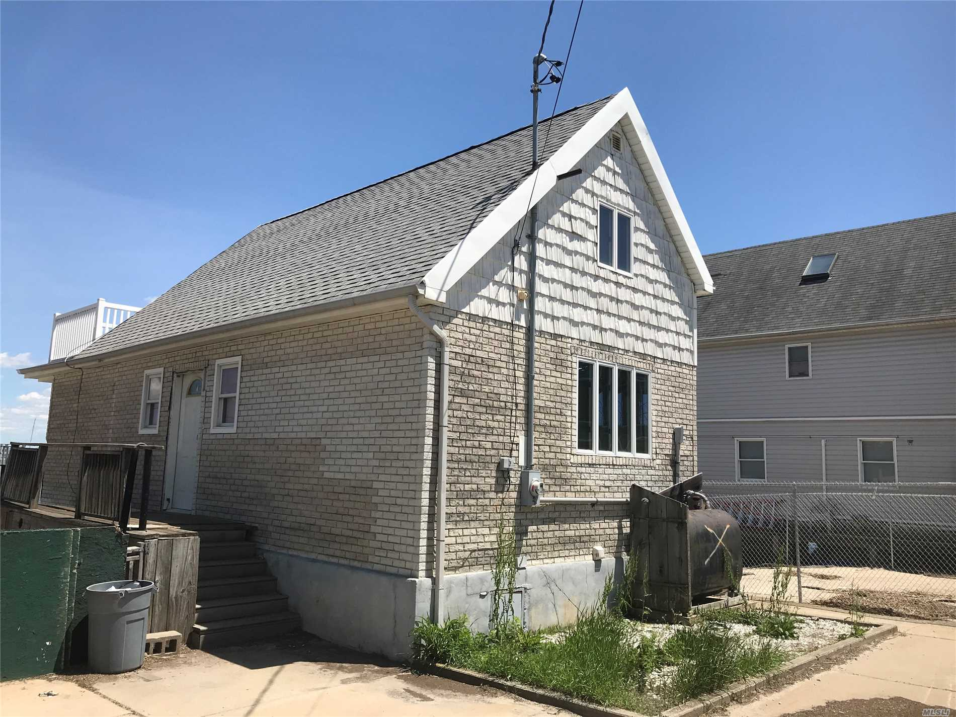 Residenziale in 20-12 Demerest Rd, Broad Channel, NY ,11693