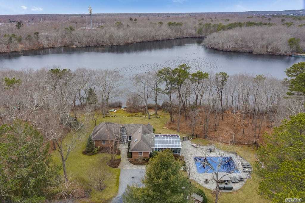 Residenziale in 15 Lily Pond Ln, Eastport, NY ,11941