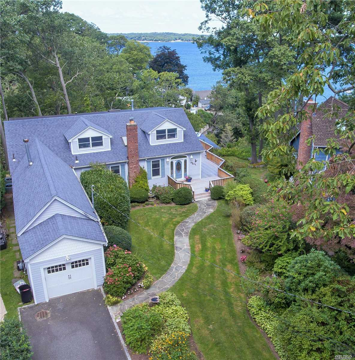 Residenziale in 201 Taft Cresent, Centerport, NY ,11721
