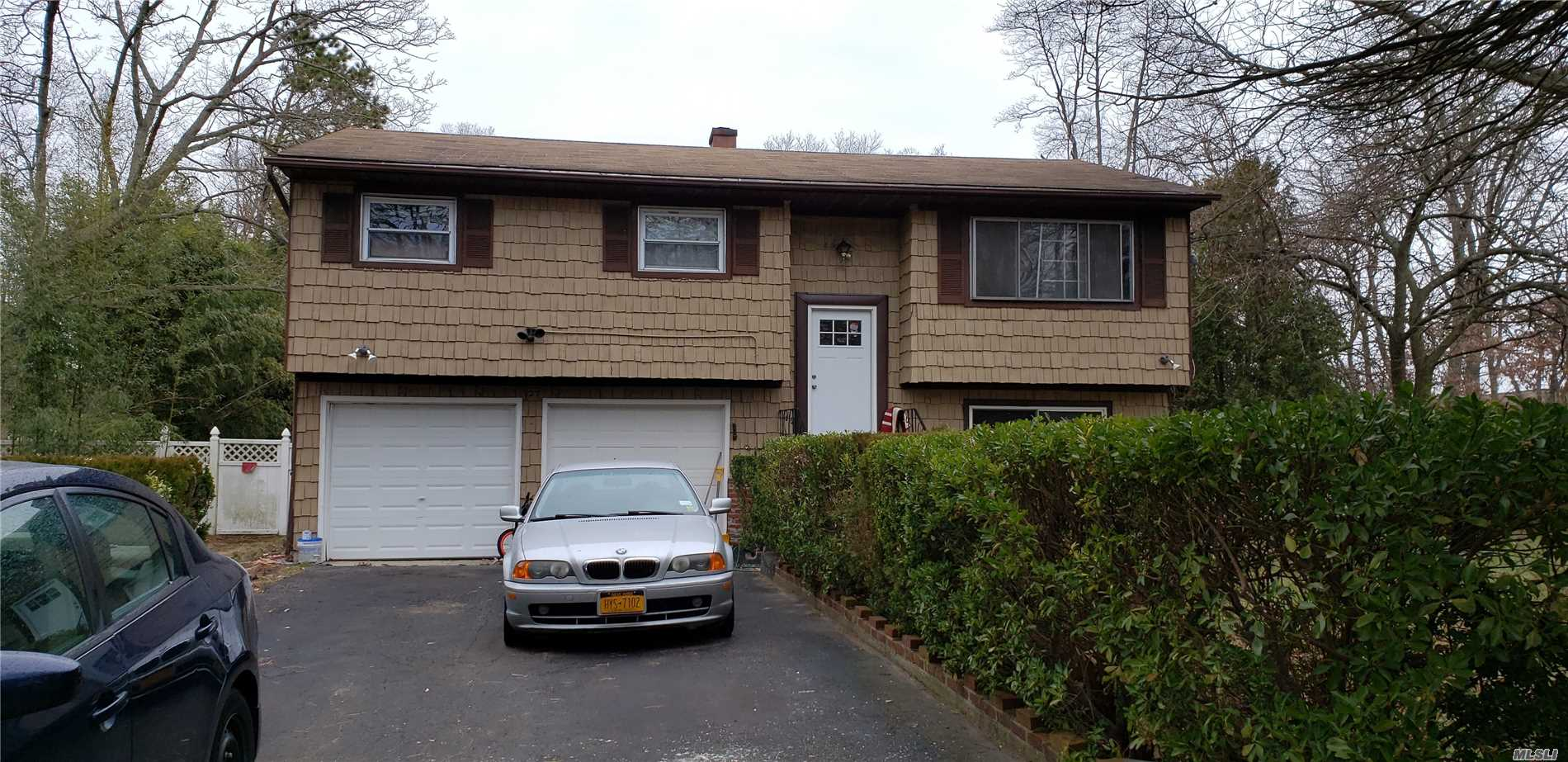 Residenziale in 27 Myrtle Ave, Central Islip, NY ,11722