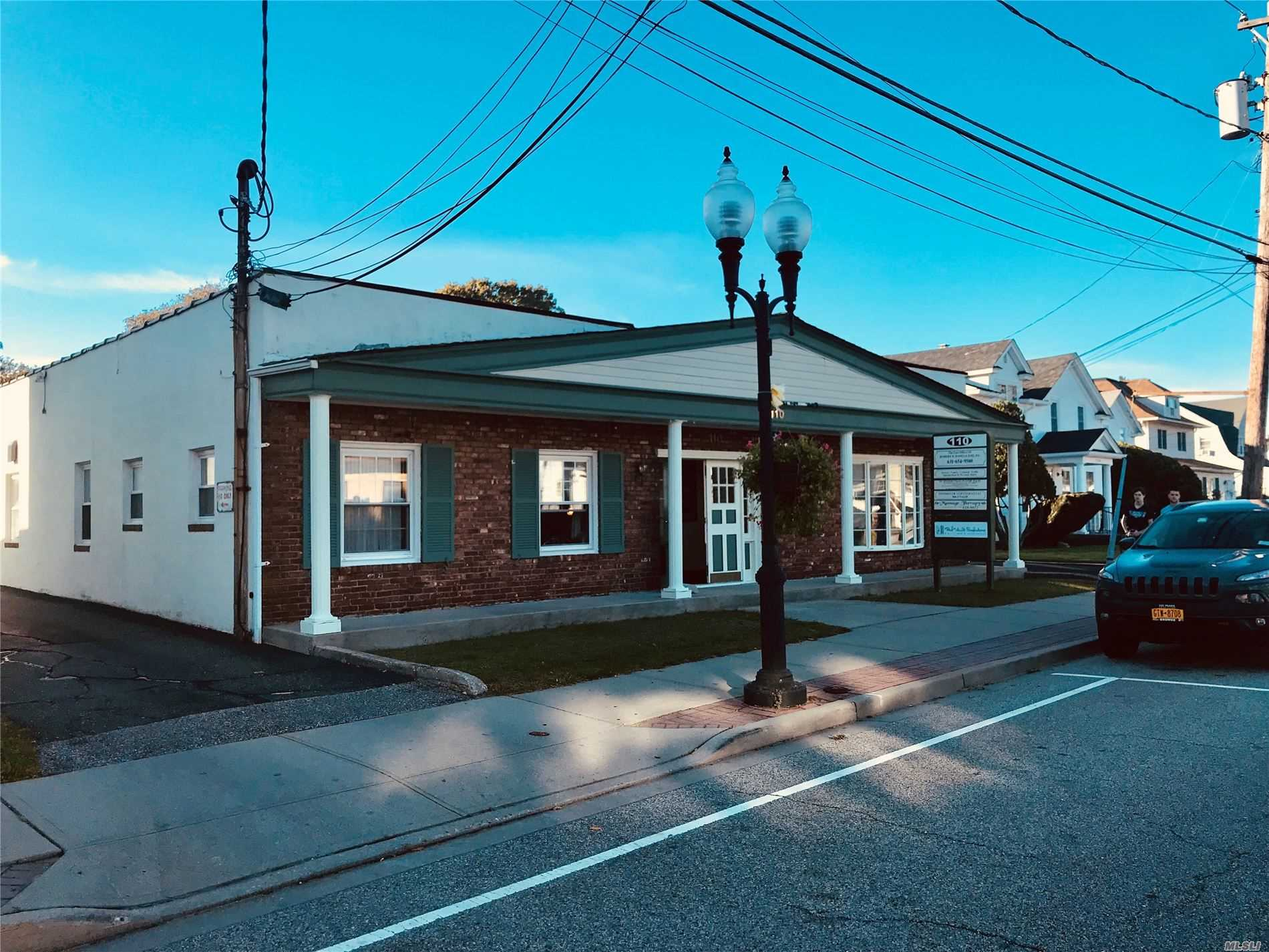 Acquisto commerciale in 110 Ocean N Ave, Patchogue, NY ,11772