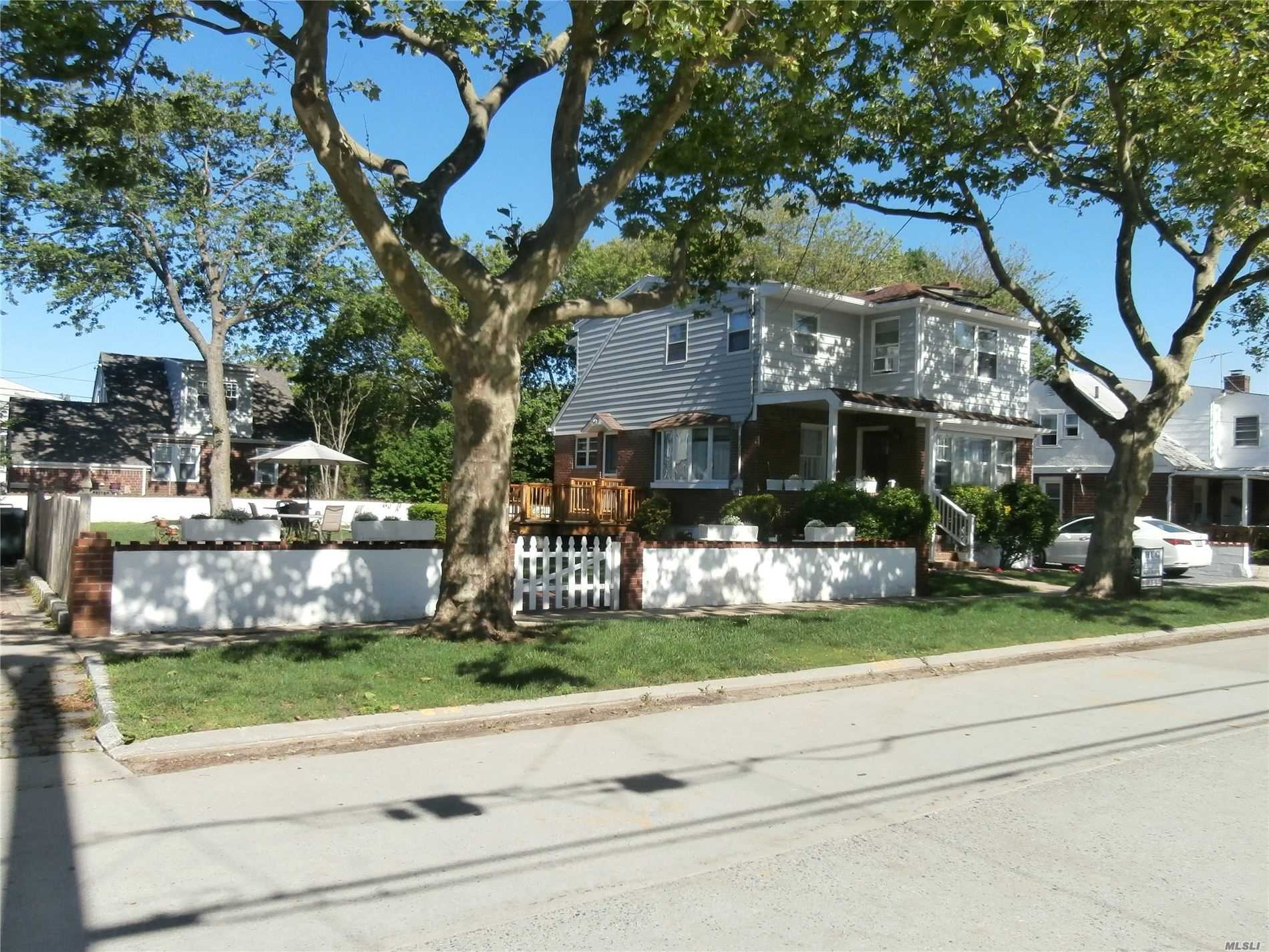 Residenziale in 71 Mineola Ave, Point Lookout, NY ,11569