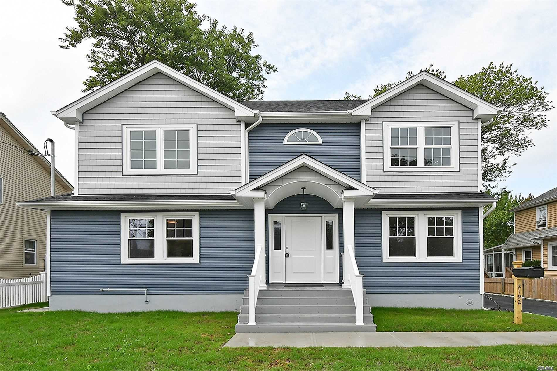 Residenziale in 2192 Seamans Neck Rd, Seaford, NY ,11783