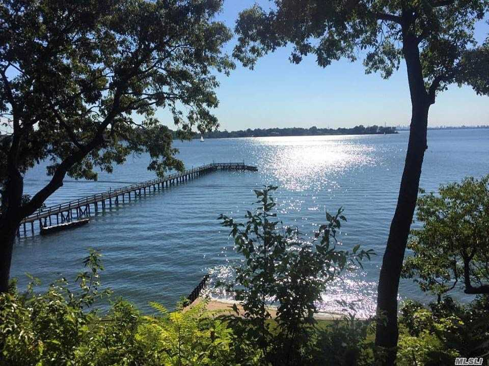 Residenziale in 24 Hicks Lane, Sands Point, NY ,11050