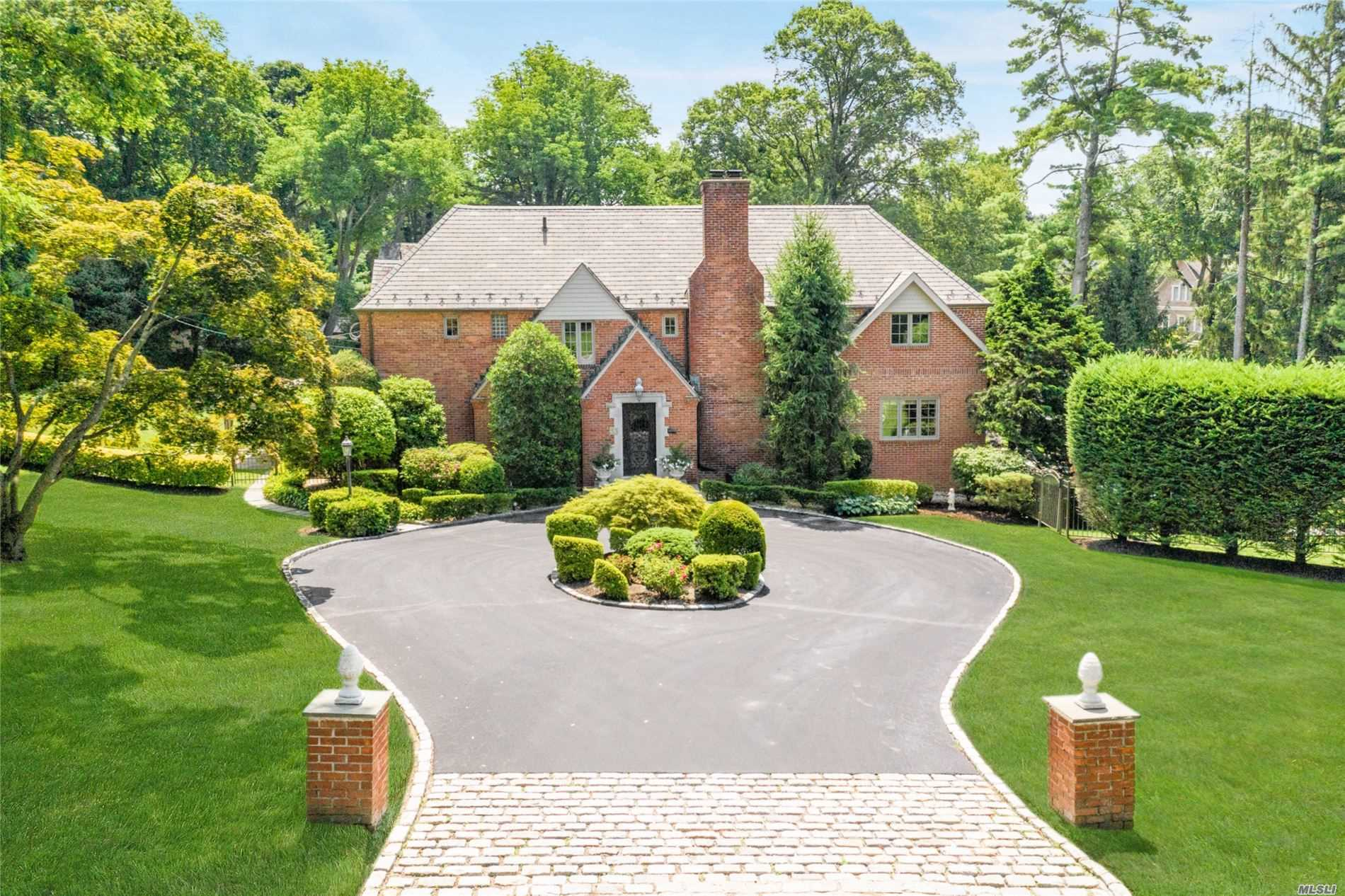 Residenziale in 33 Country Club Dr, Port Washington, NY ,11050
