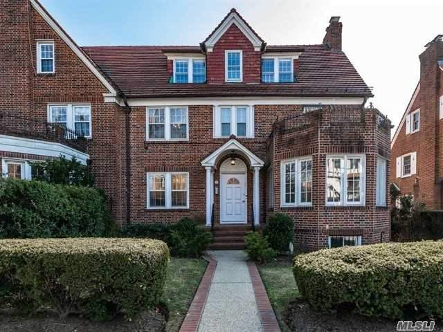 Residenziale in 35 Groton St, Forest Hills, NY ,11375