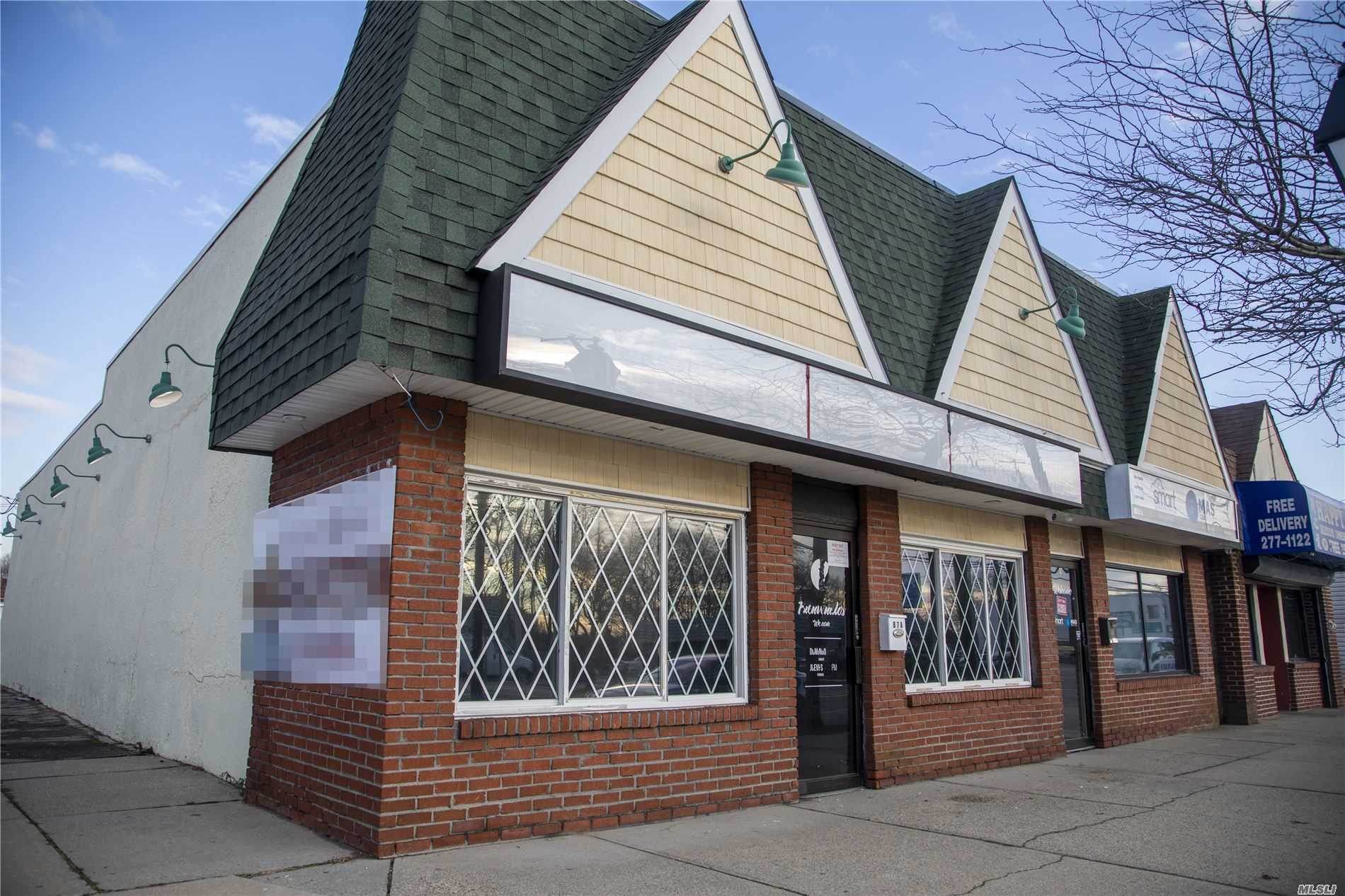 Acquisto commerciale in 87A Carleton Ave, Islip Terrace, NY ,11752