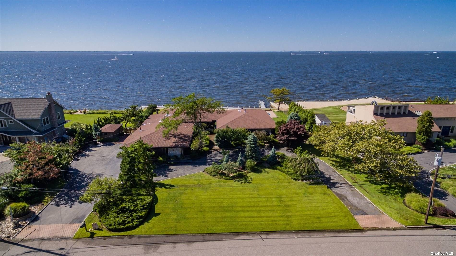 Residenziale in 159 The Helm, East Islip, NY ,11730