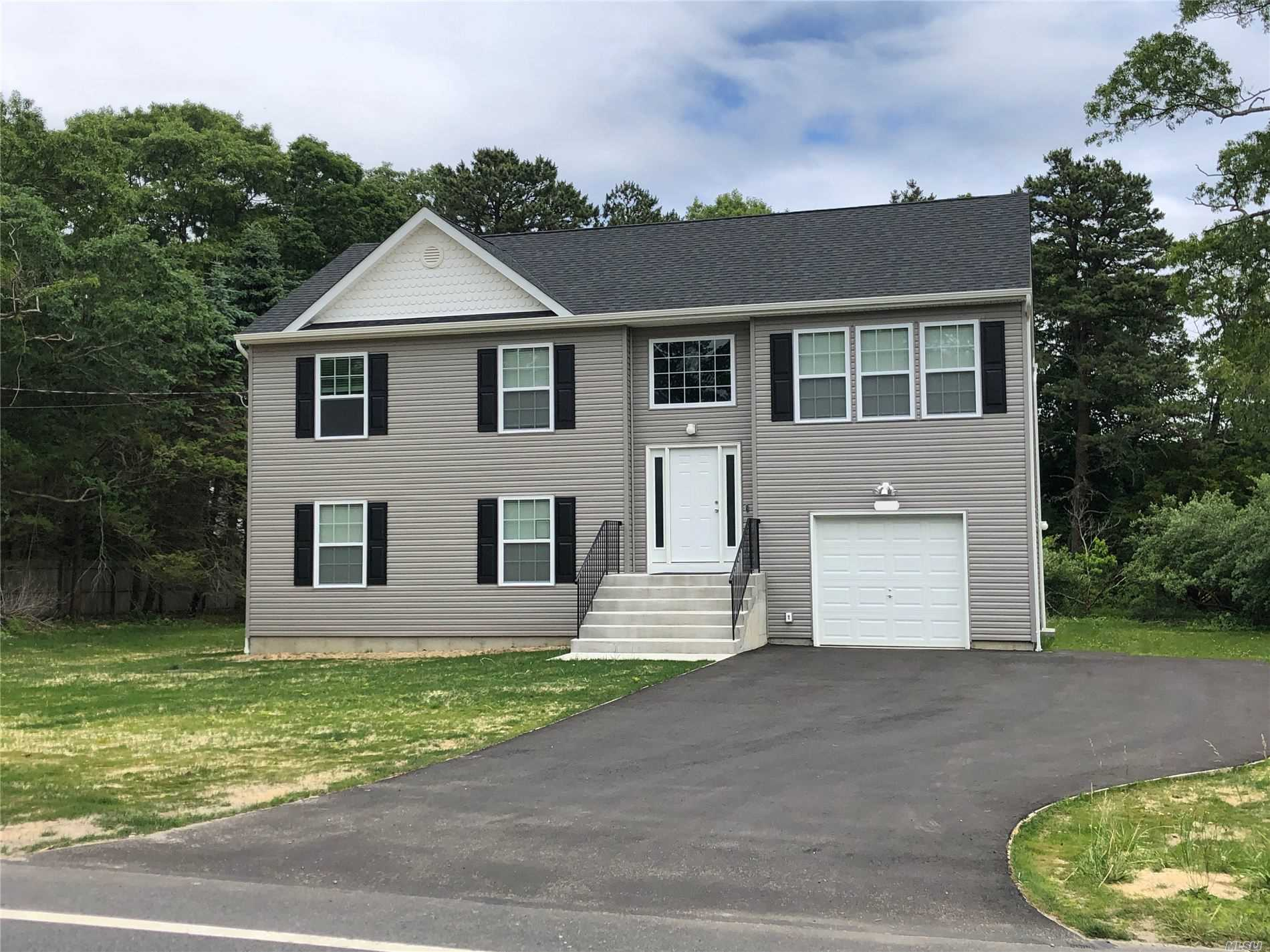 Residenziale in TBB Middle Country Rd, Calverton, NY ,11933
