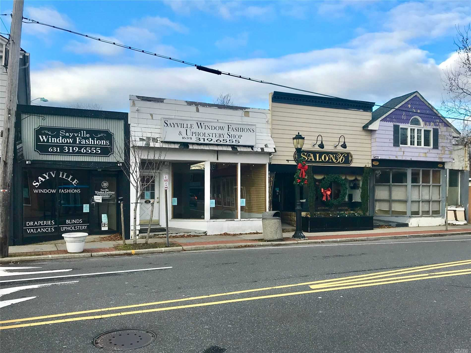 Acquisto commerciale in 30-32 Railroad Ave, Sayville, NY ,11782