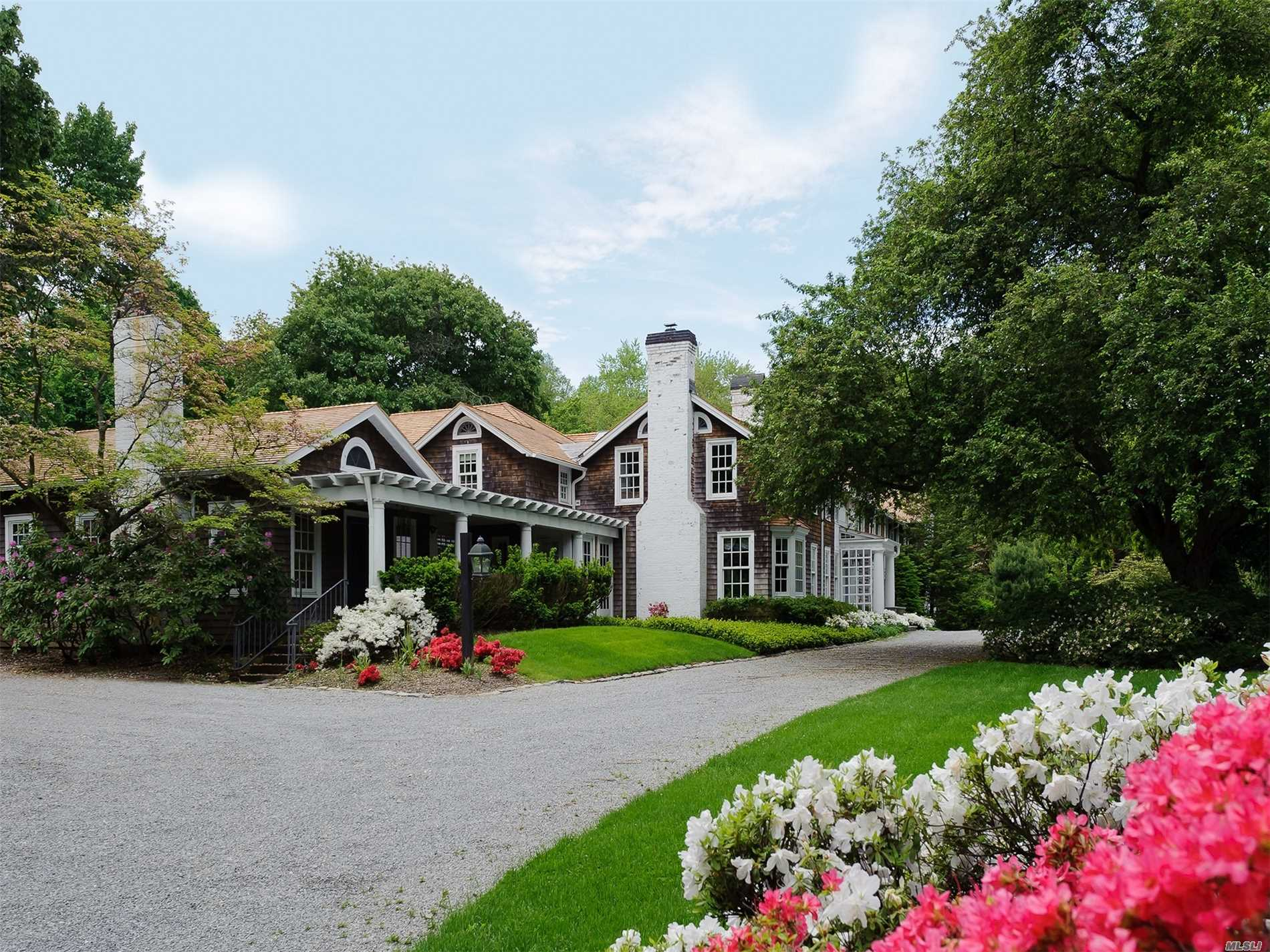 Residenziale in 14 Horse Hollow Rd, Locust Valley, NY ,11560