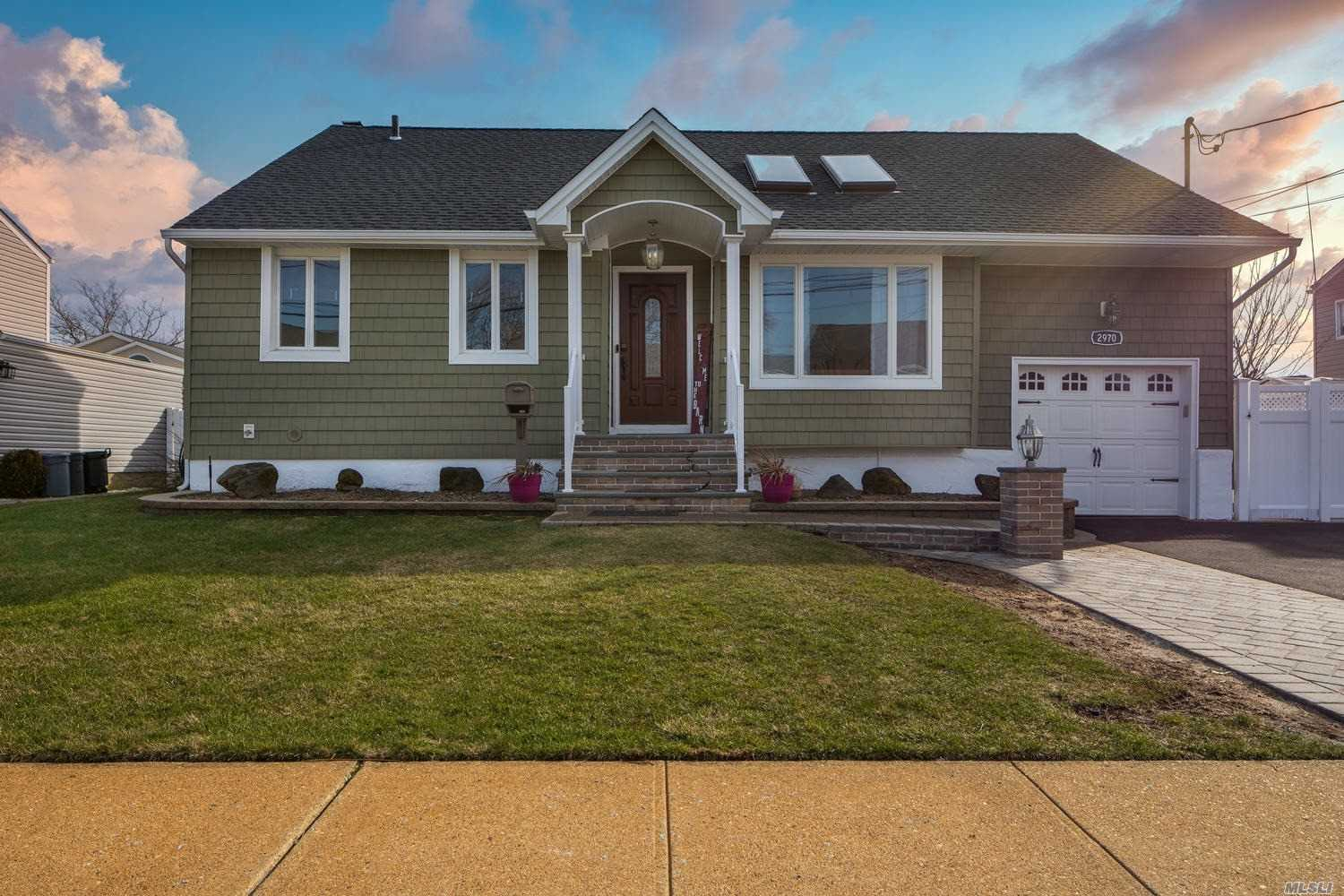 Residenziale in 2970 Bayport Court, Wantagh, NY ,11793