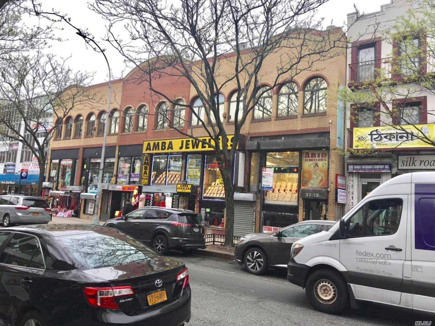 Acquisto commerciale in 37-11 74th St, Jackson Heights, NY ,11372