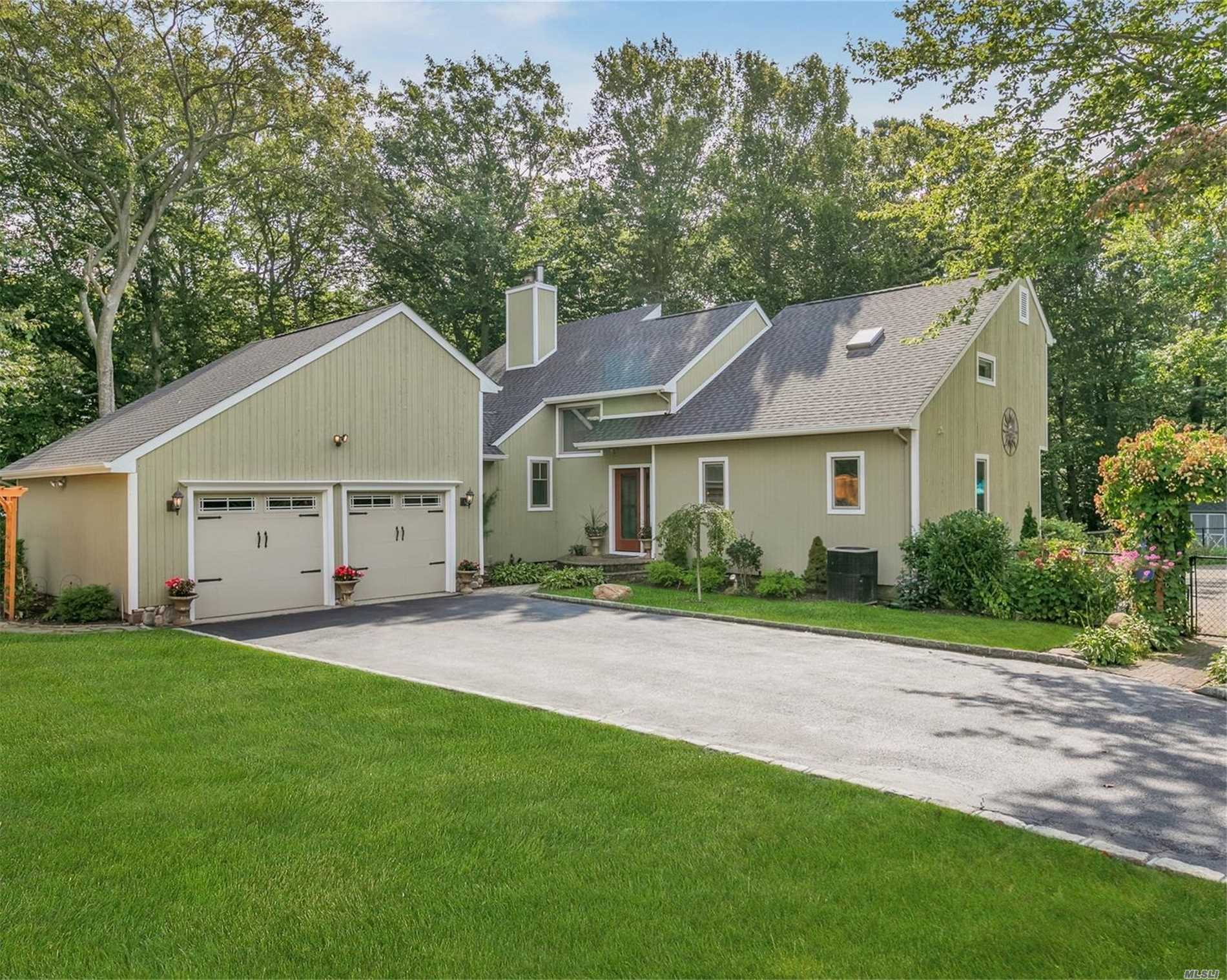 Residenziale in 22 Silver Beech Ln, Baiting Hollow, NY ,11933