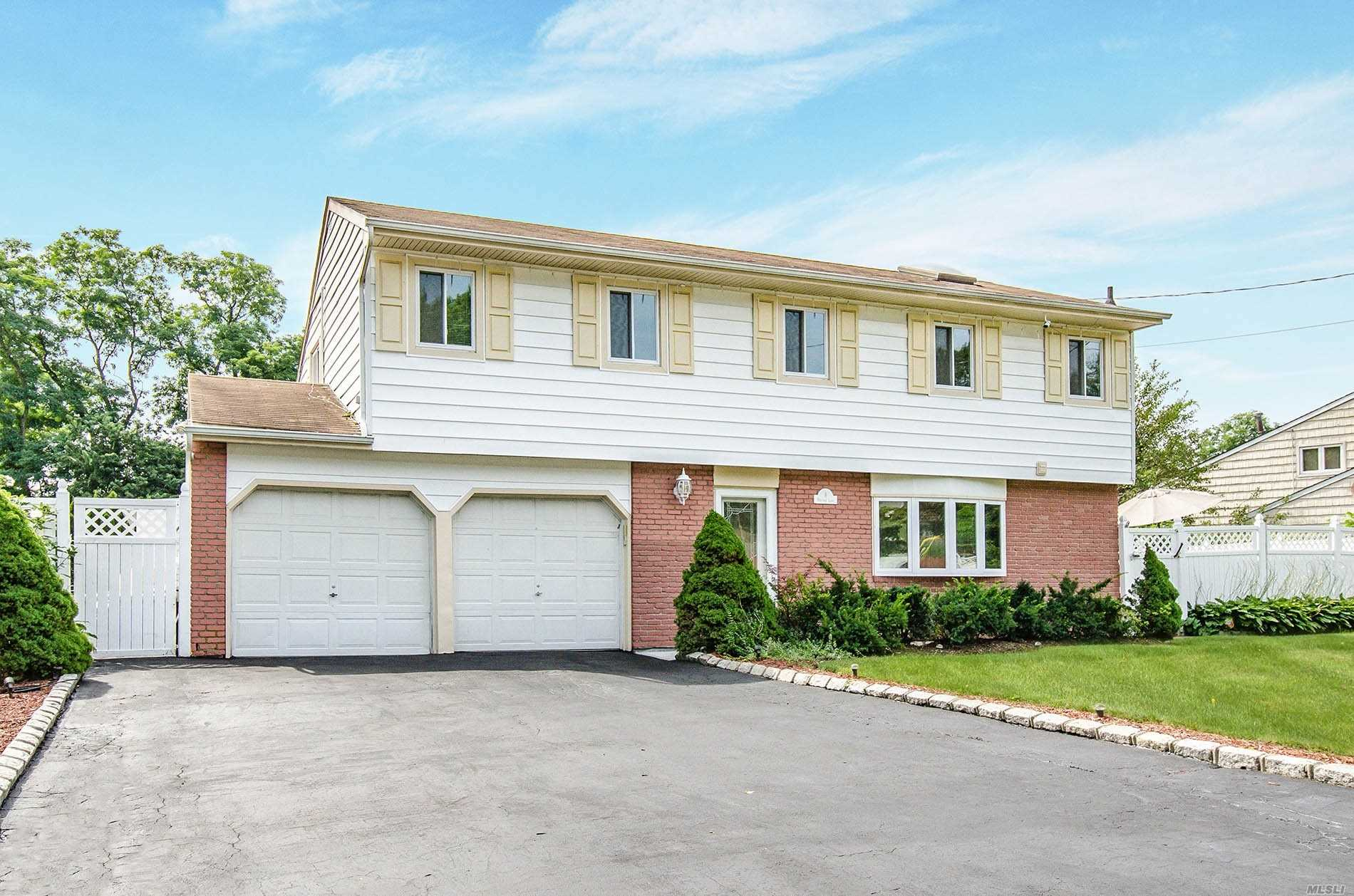 Residenziale in 8 Heritage Ln, Wheatley Heights, NY ,11798