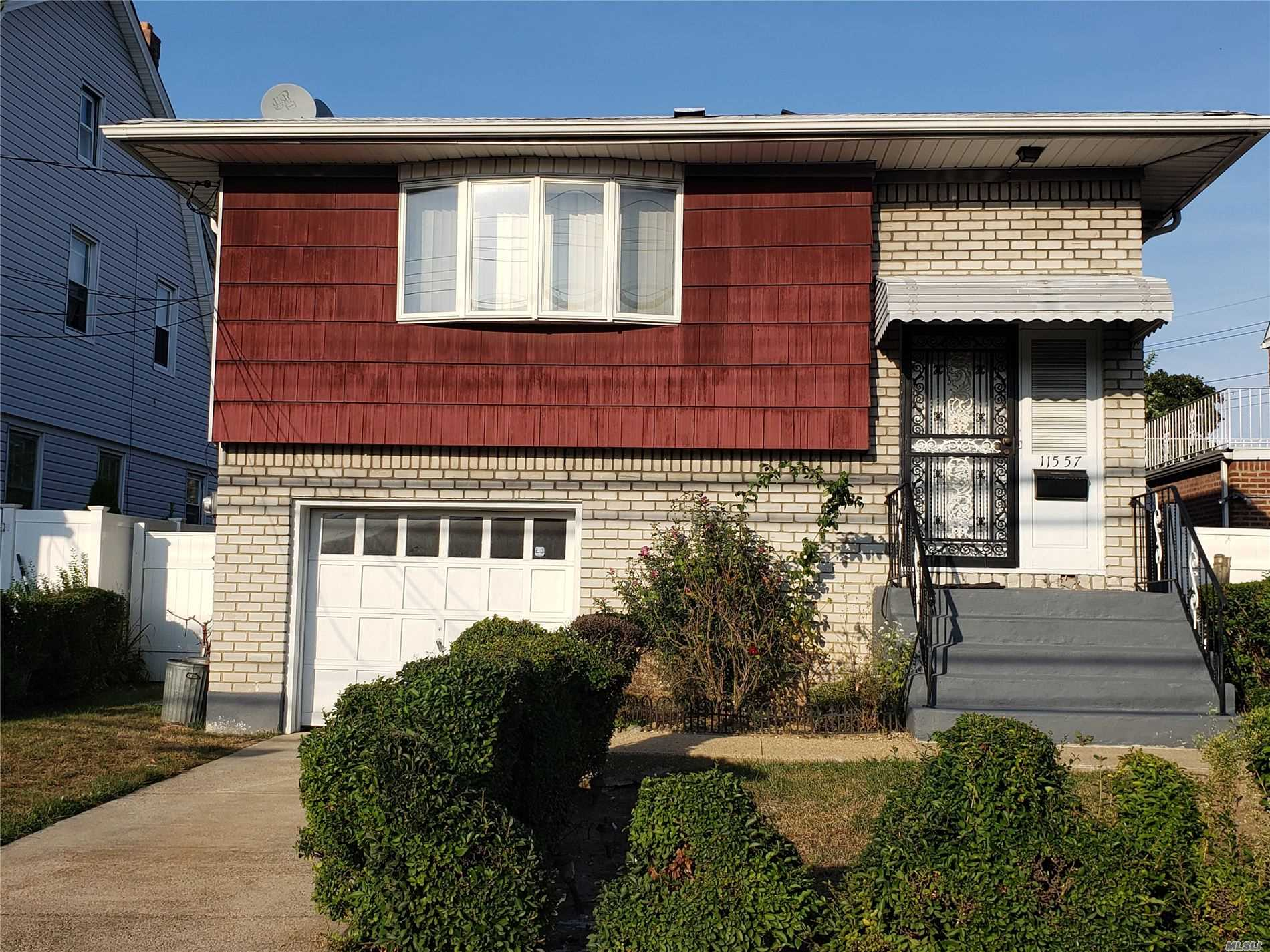 Residenziale in 115-57 Dunkirk St, St. Albans, NY ,11412