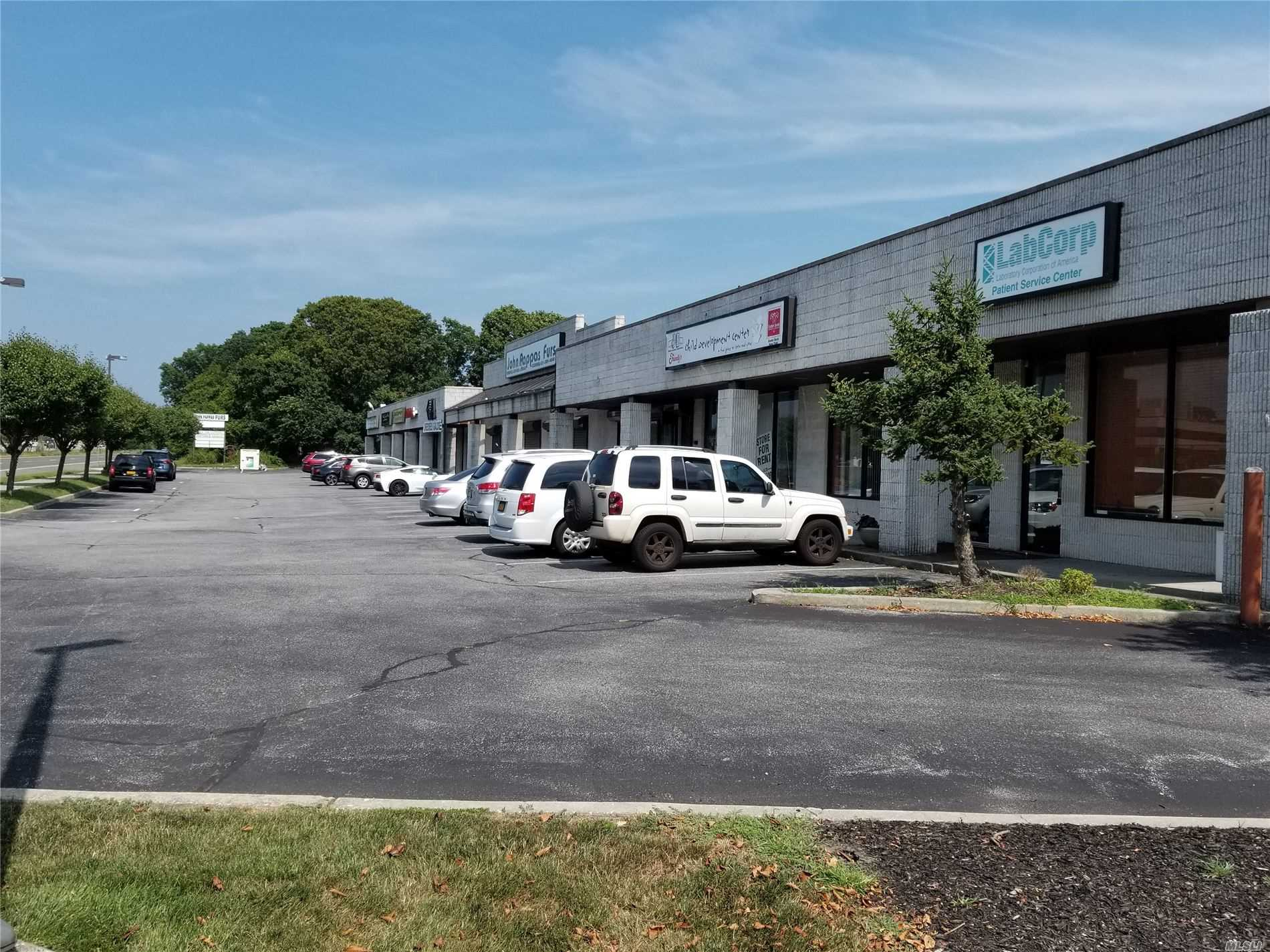 Acquisto commerciale in 4848 Sunrise Hwy, Sayville, NY ,11782