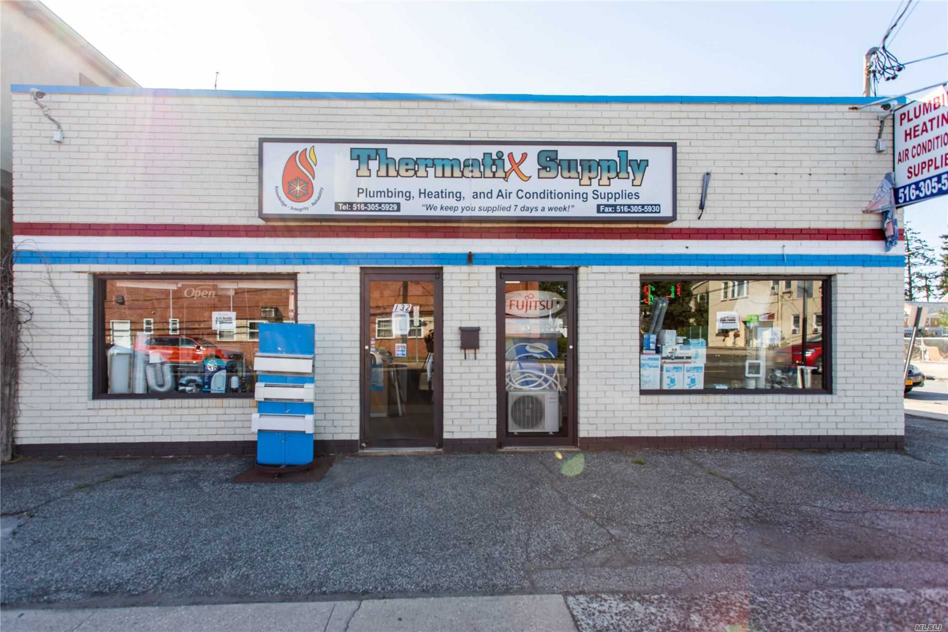 Acquisto commerciale in 132 Meacham Ave, Elmont, NY ,11003