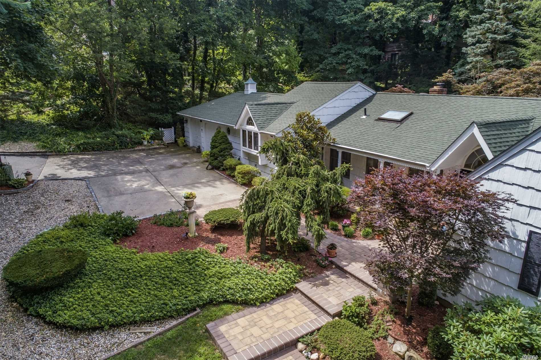 Residenziale in 12 Turkey Ln, Cold Spring Hrbr, NY ,11724