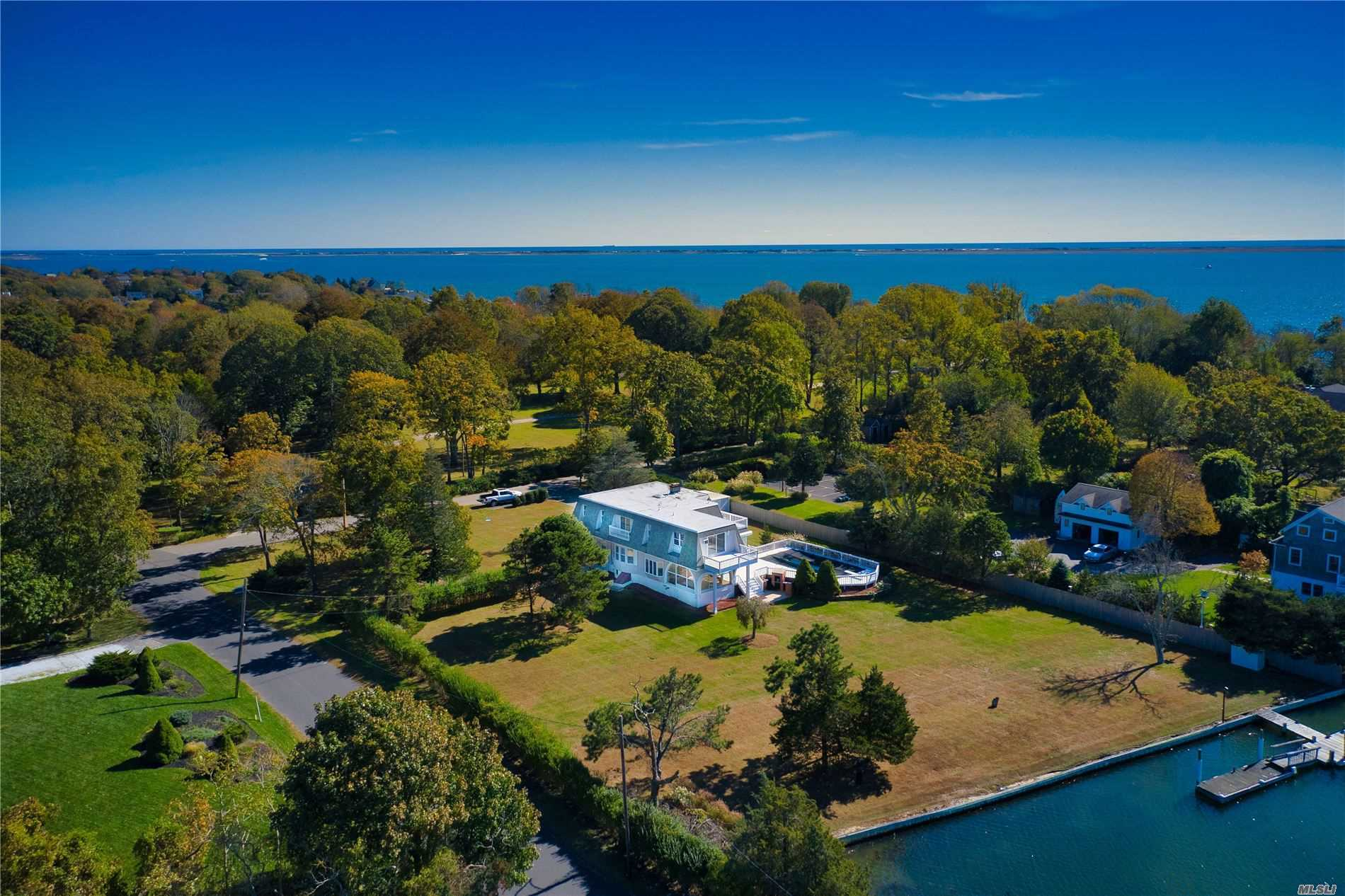Residenziale in 22 Sedgemere Rd, Center Moriches, NY ,11934