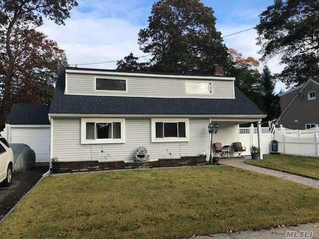 Residenziale in 7 Florida Ave, Copiague, NY ,11726