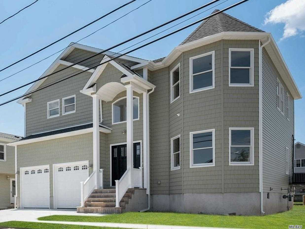 Residenziale in 2556 Peconic Ave, Seaford, NY ,11783