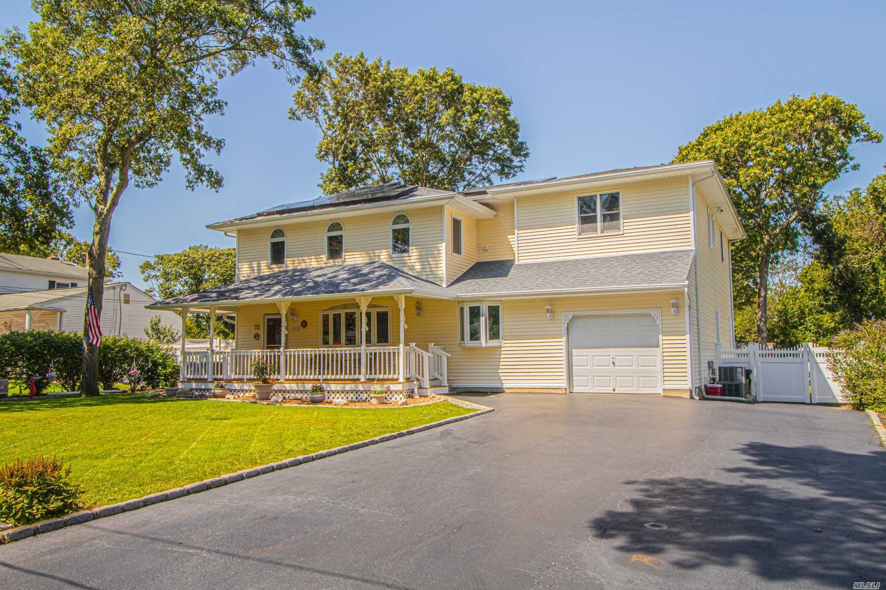Residenziale in 361 Carnegie Blvd, Holbrook, NY ,11741