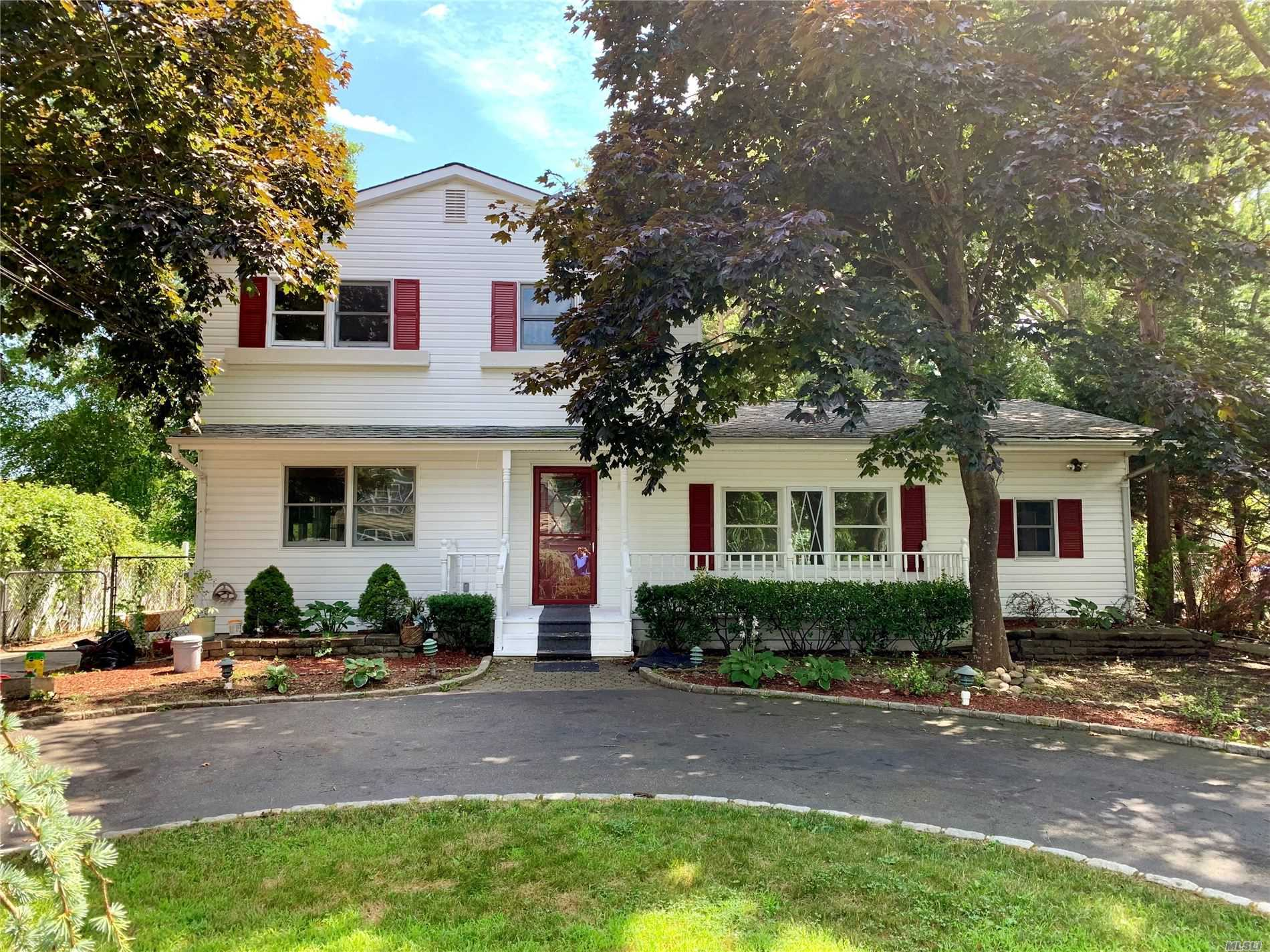 Residenziale in 26 Beacon St, Shirley, NY ,11967