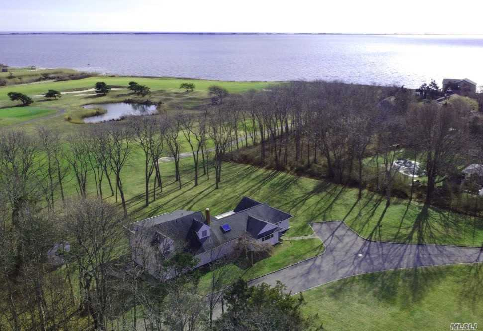 Residenziale in 289 Woodacres Rd, E. Patchogue, NY ,11772