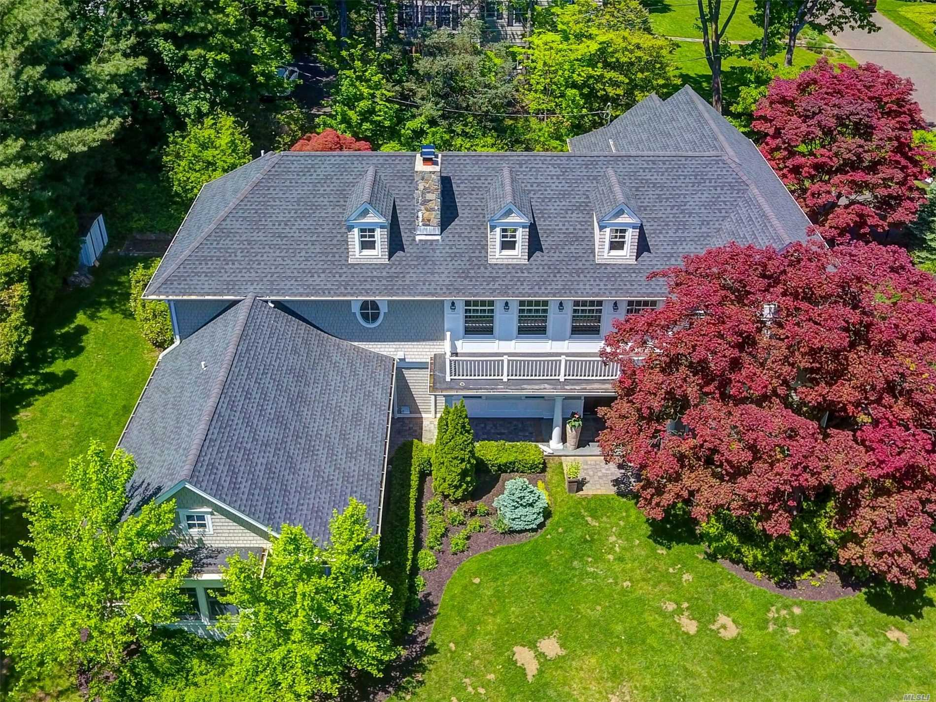 Residenziale in 107 Country Club Dr, Port Washington, NY ,11050