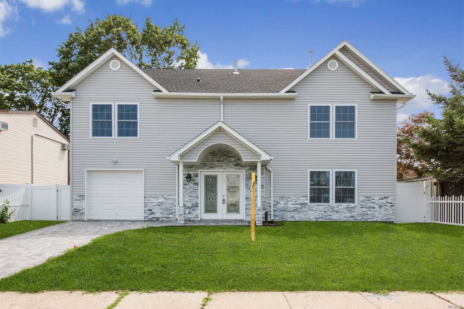 Residenziale in 12 Orchid Rd, Levittown, NY ,11756