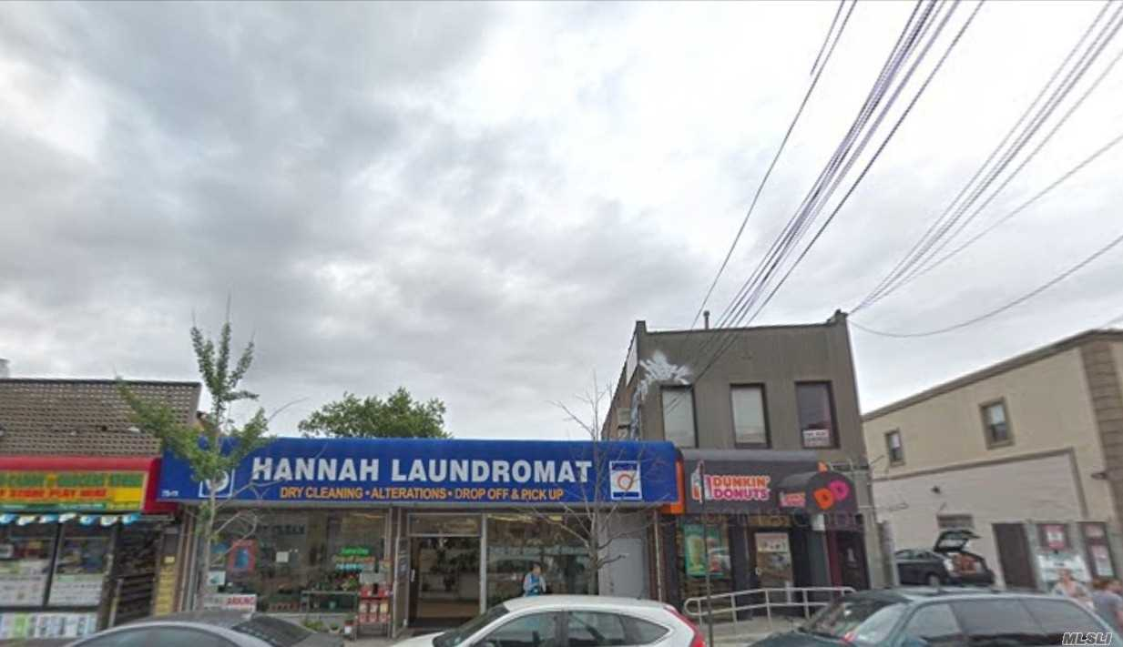 Acquisto commerciale in 75-13 Metropolitan Ave, Middle Village, NY ,11379