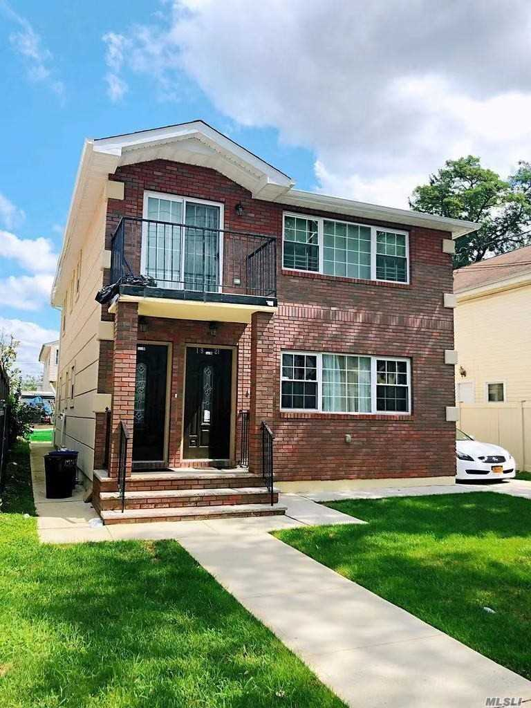 Residenziale in 119-21 201st St, St. Albans, NY ,11412