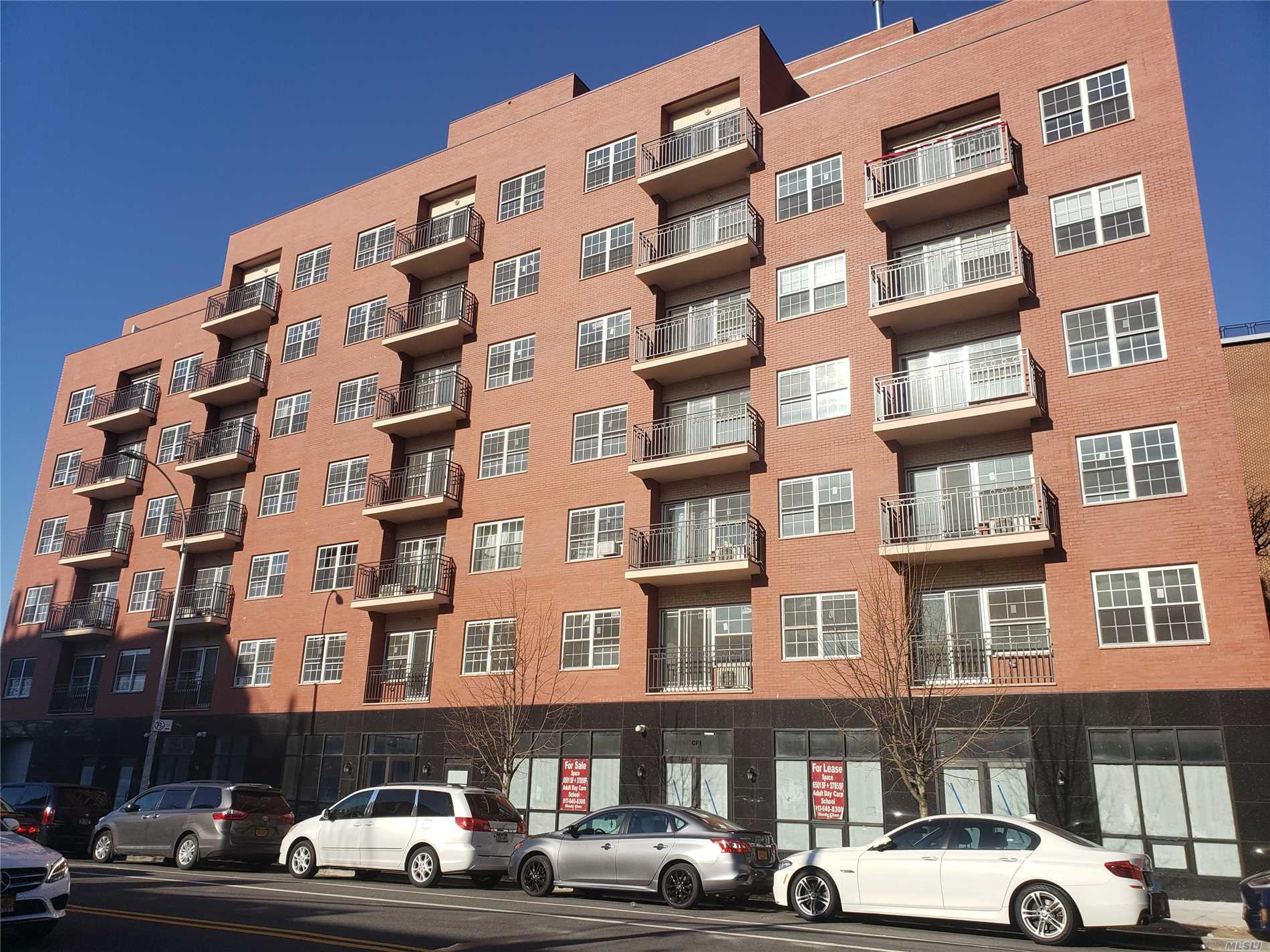 Acquisto commerciale in 71-66 Parsons Blvd, Fresh Meadows, NY ,11365
