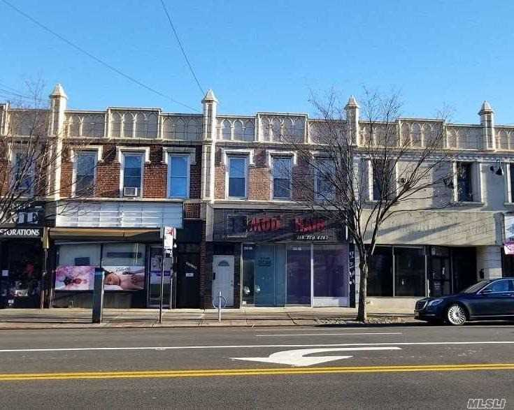 Acquisto commerciale in 255-06 Northern Blvd Blvd, Little Neck, NY ,11362
