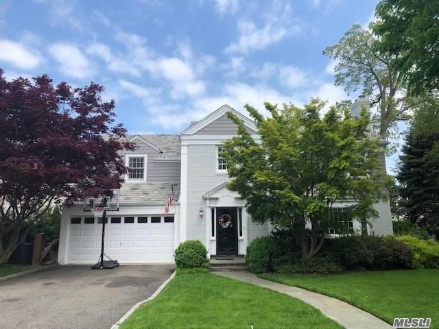 Residenziale in 101 Andover Rd, Rockville Centre, NY ,11570