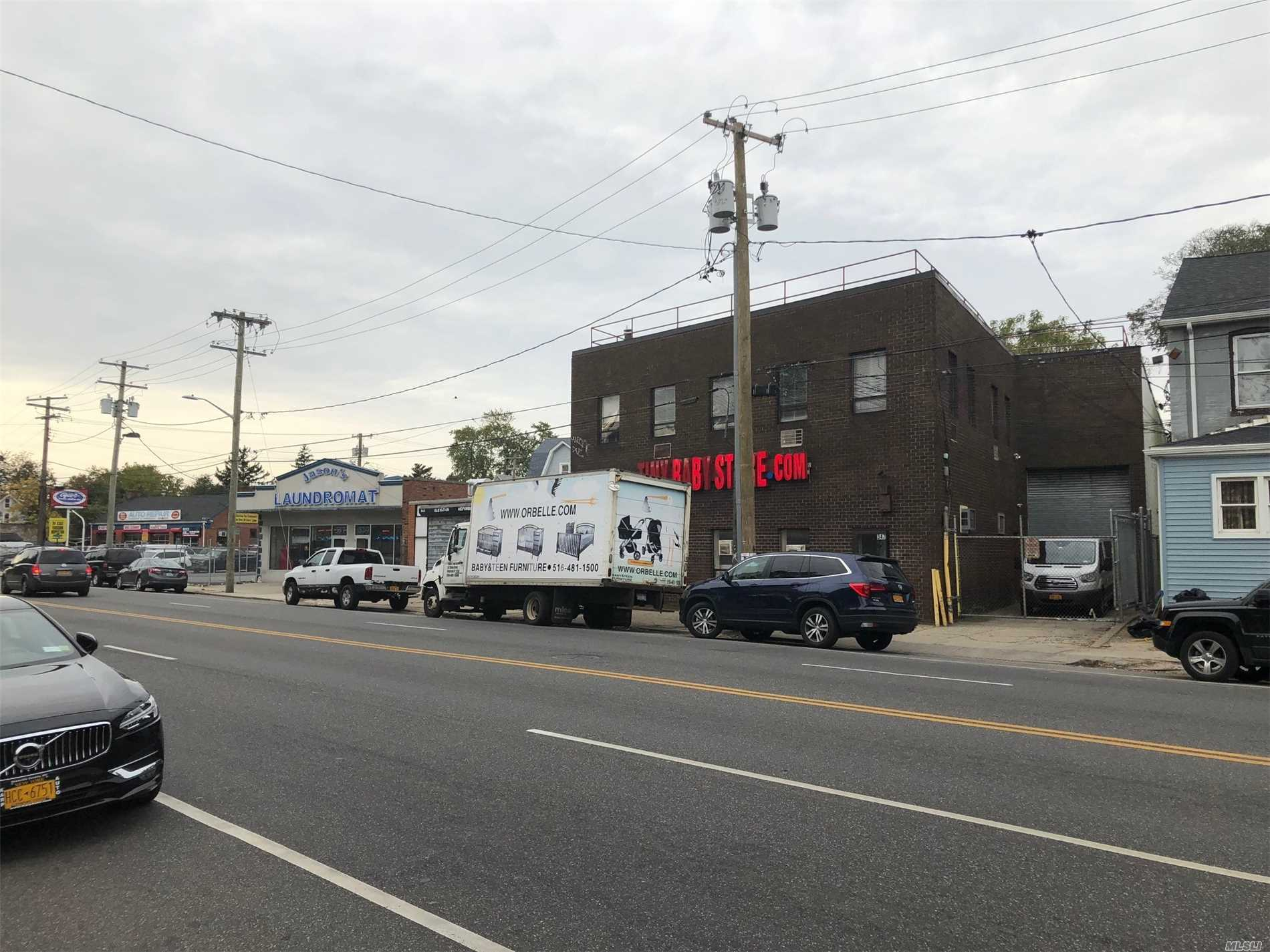 Acquisto commerciale in 347 Clinton St, Hempstead, NY ,11550