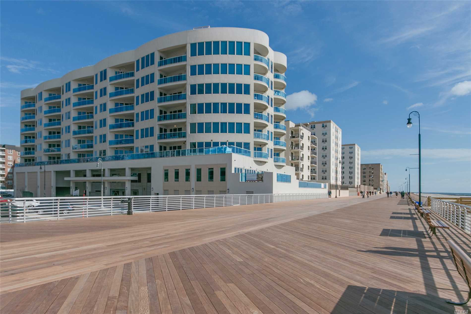 Appartamento in vendita in 403 Boardwalk E, Long Beach, NY ,11561
