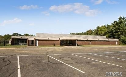 Acquisto commerciale in 356 Terryville Rd, Pt.Jefferson Sta, NY ,11776