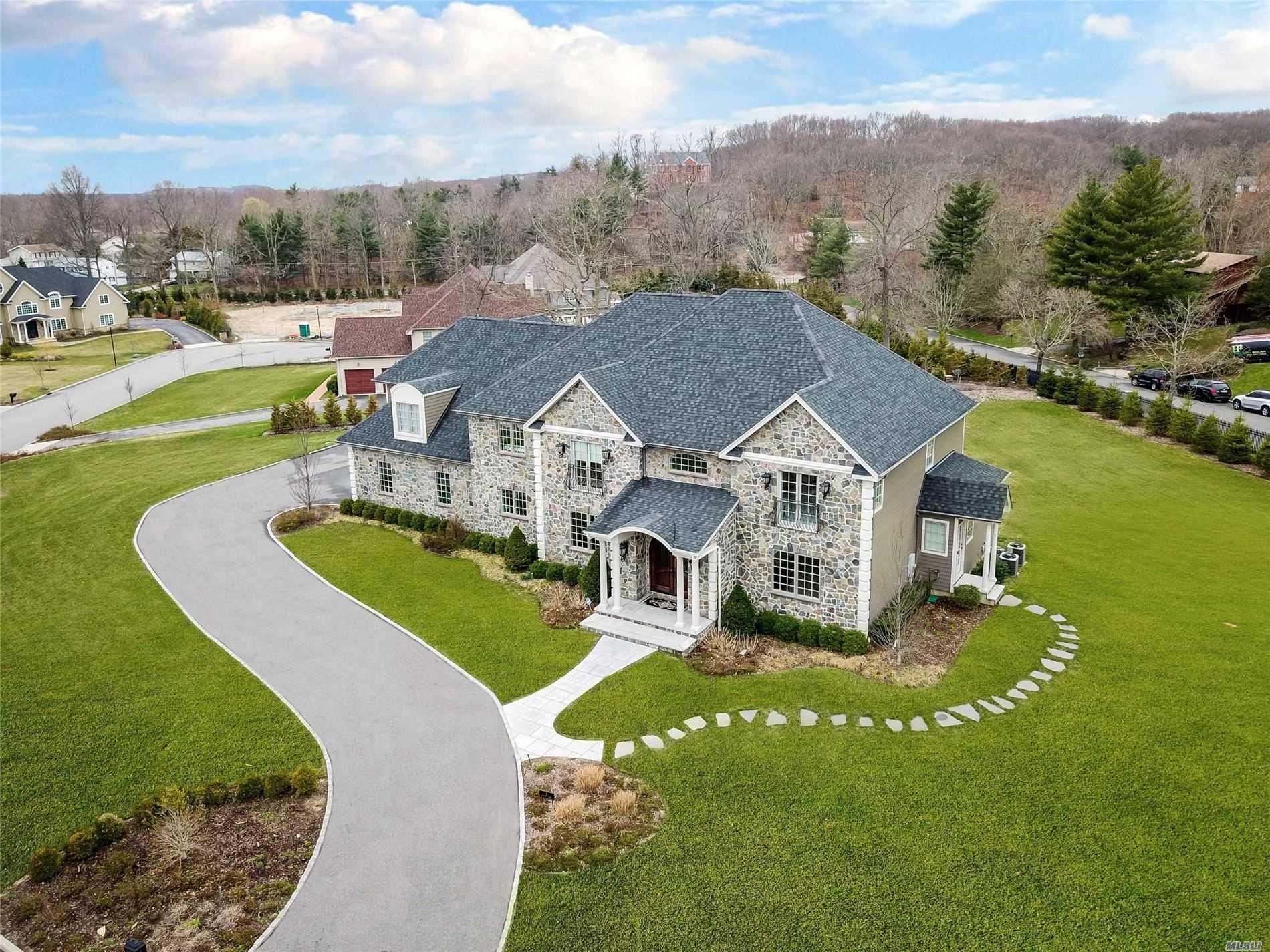 Residenziale in 2 Enclave Ct, Dix Hills, NY ,11746