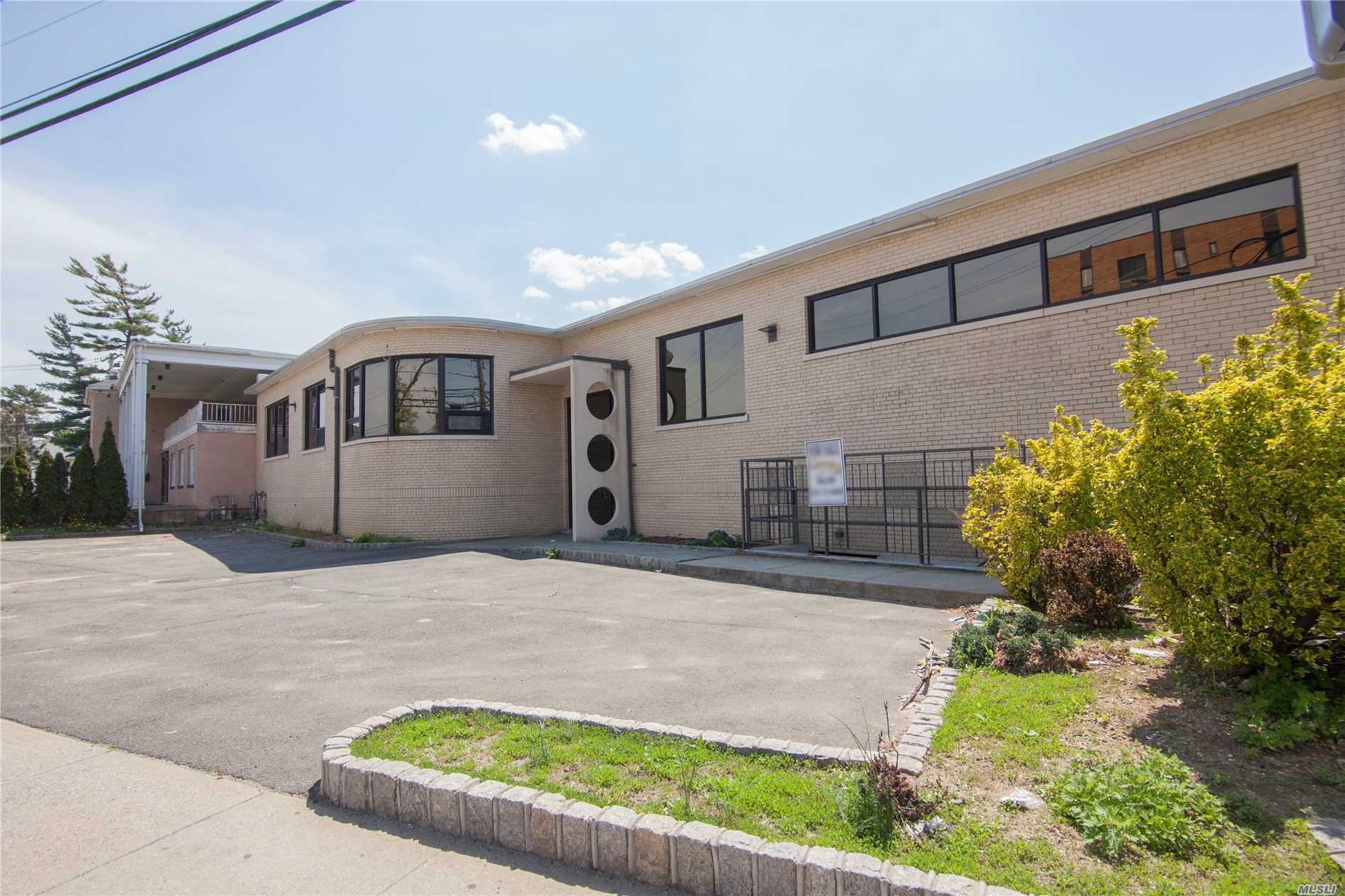 Acquisto commerciale in 171 Greenwich St, Hempstead, NY ,11550