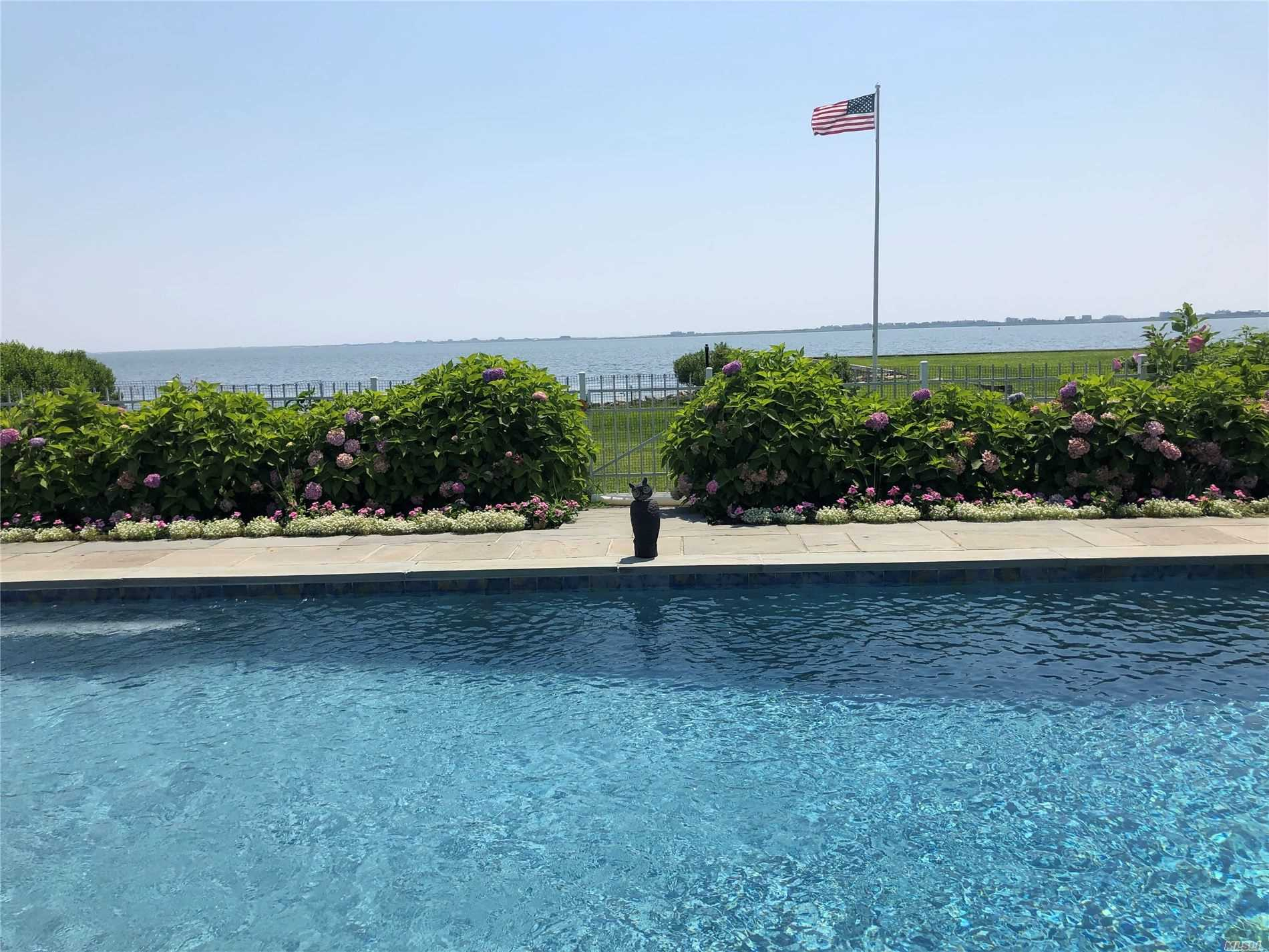 Residenziale in 23 Bayside Ave, E. Quogue, NY ,11942
