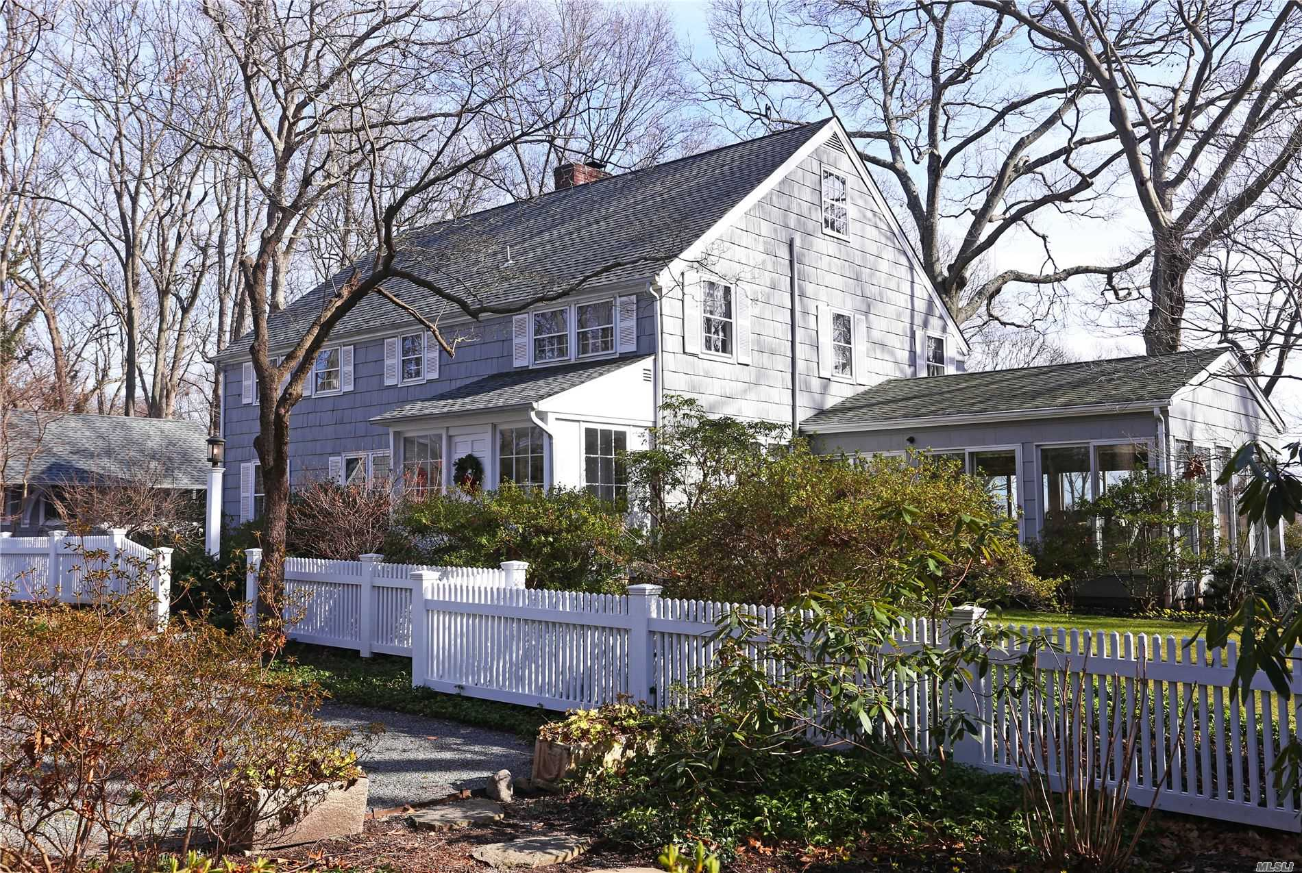 Residenziale in 118 Jennings Rd, Cold Spring Hrbr, NY ,11724