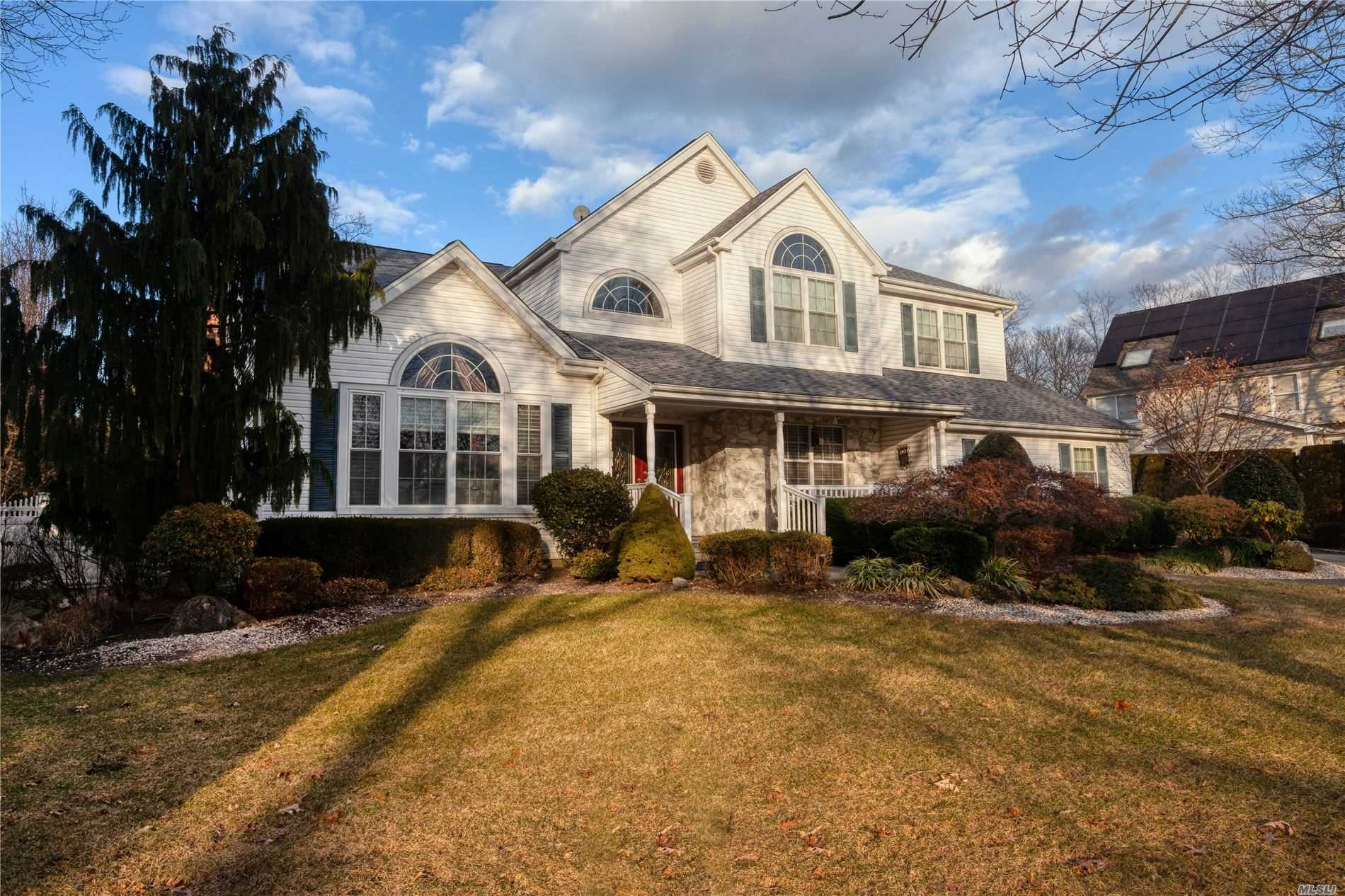 Residenziale in 4 Weeping Cherry Ln, Commack, NY ,11725